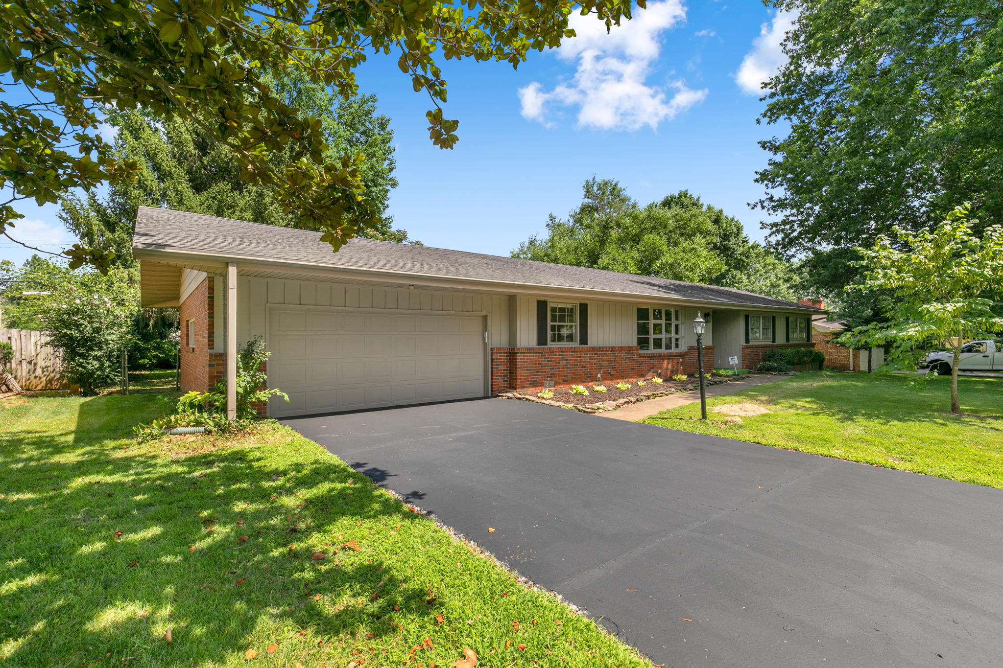 2624 South Inglewood Road Springfield, MO 65804