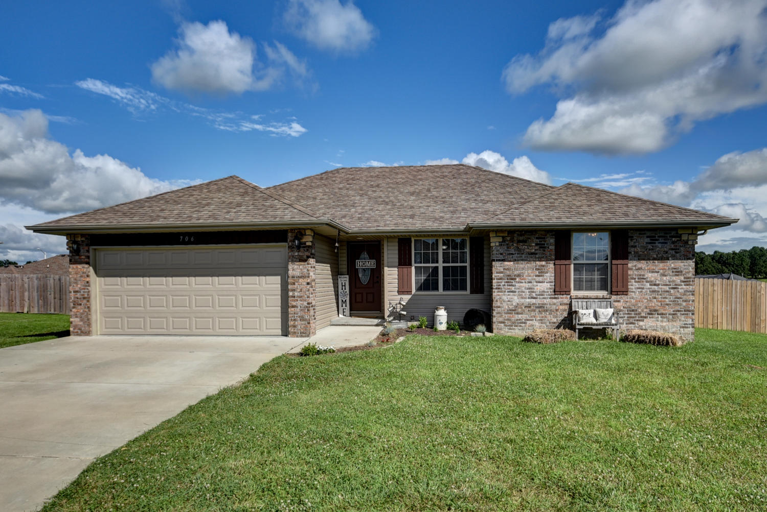 706 North Christopher Lane Clever, MO 65631