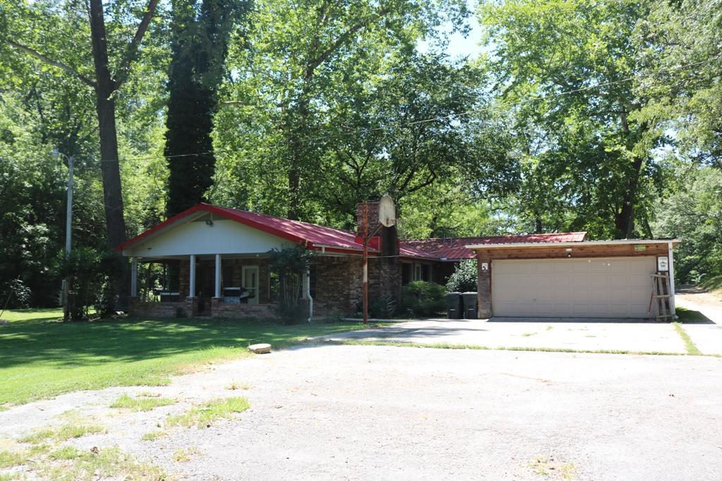 741 Pine Tree Drive Pineville, MO 64856