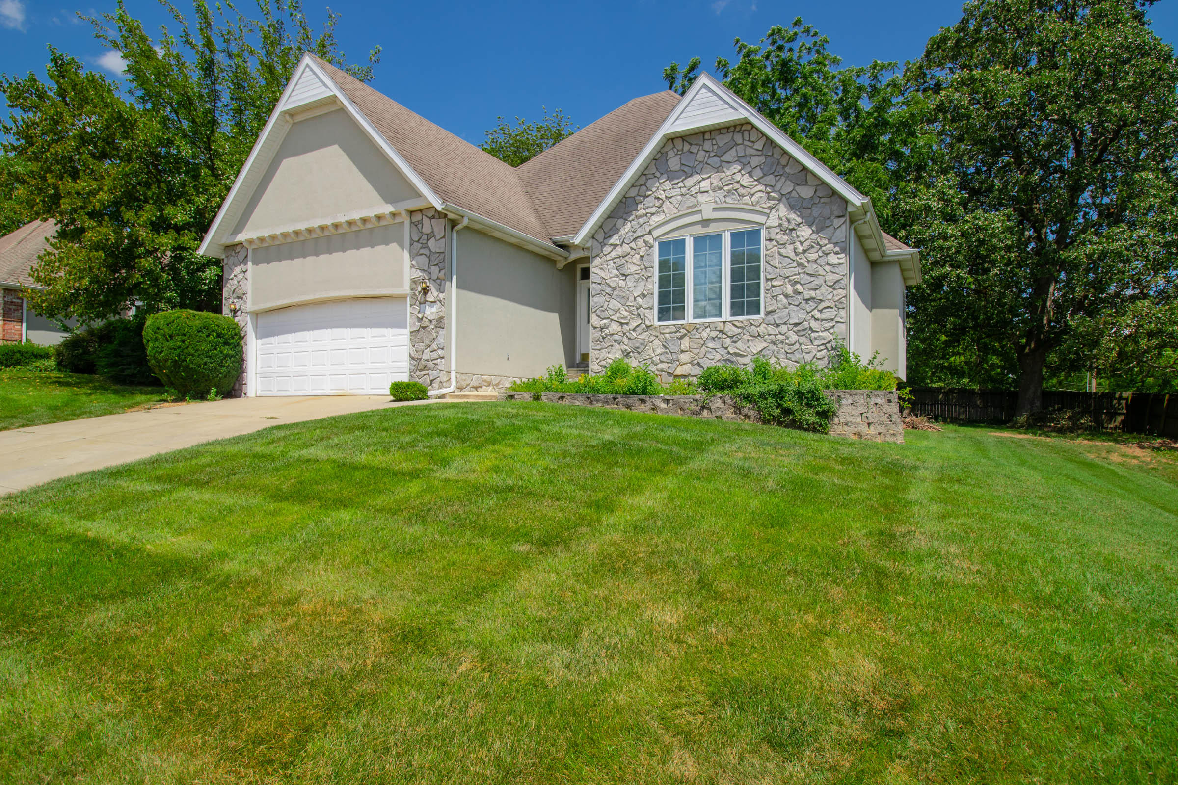 1148 South Carriage Avenue Springfield, MO 65809