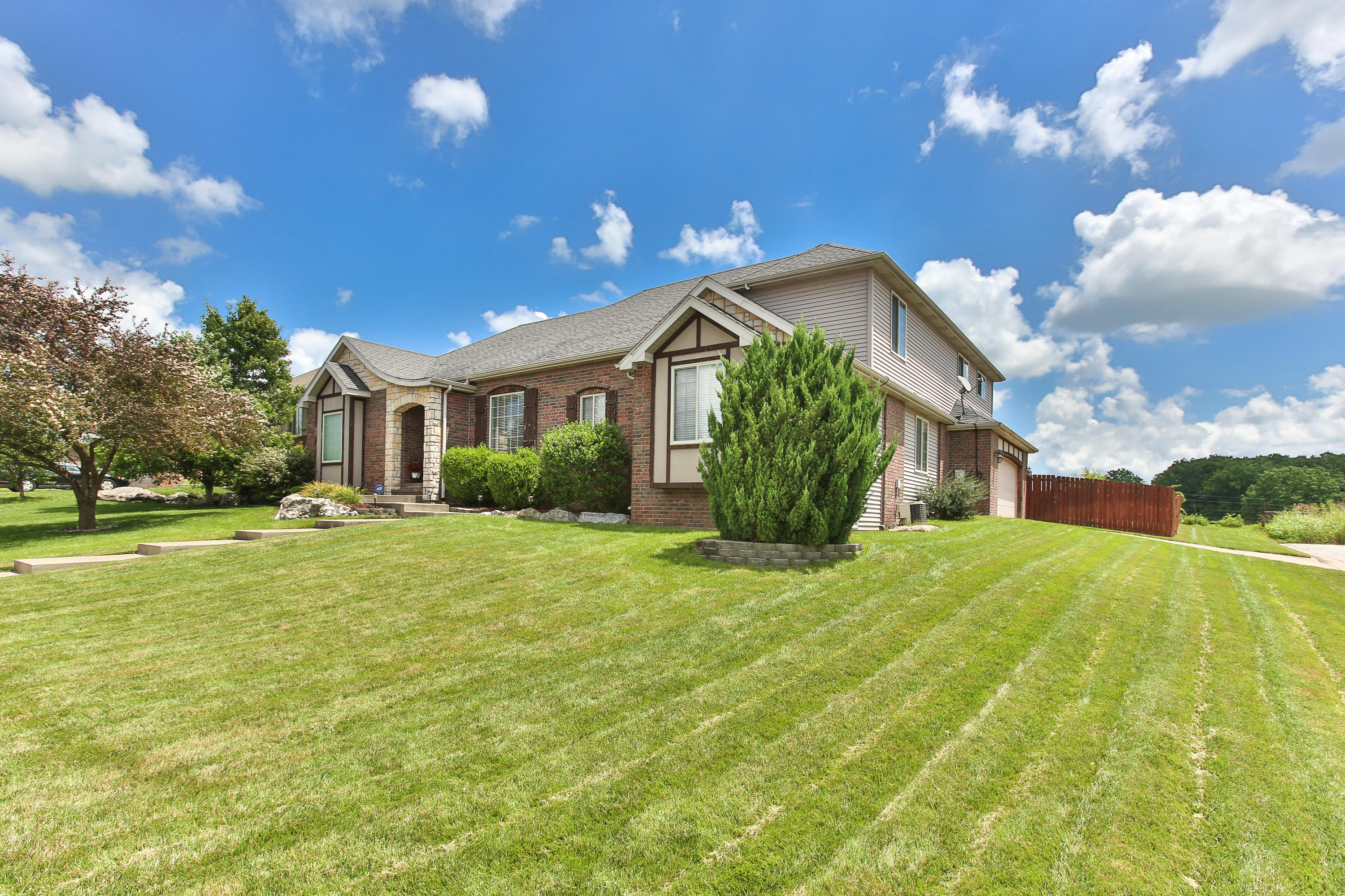 292 Steury Road Springfield, MO 65809