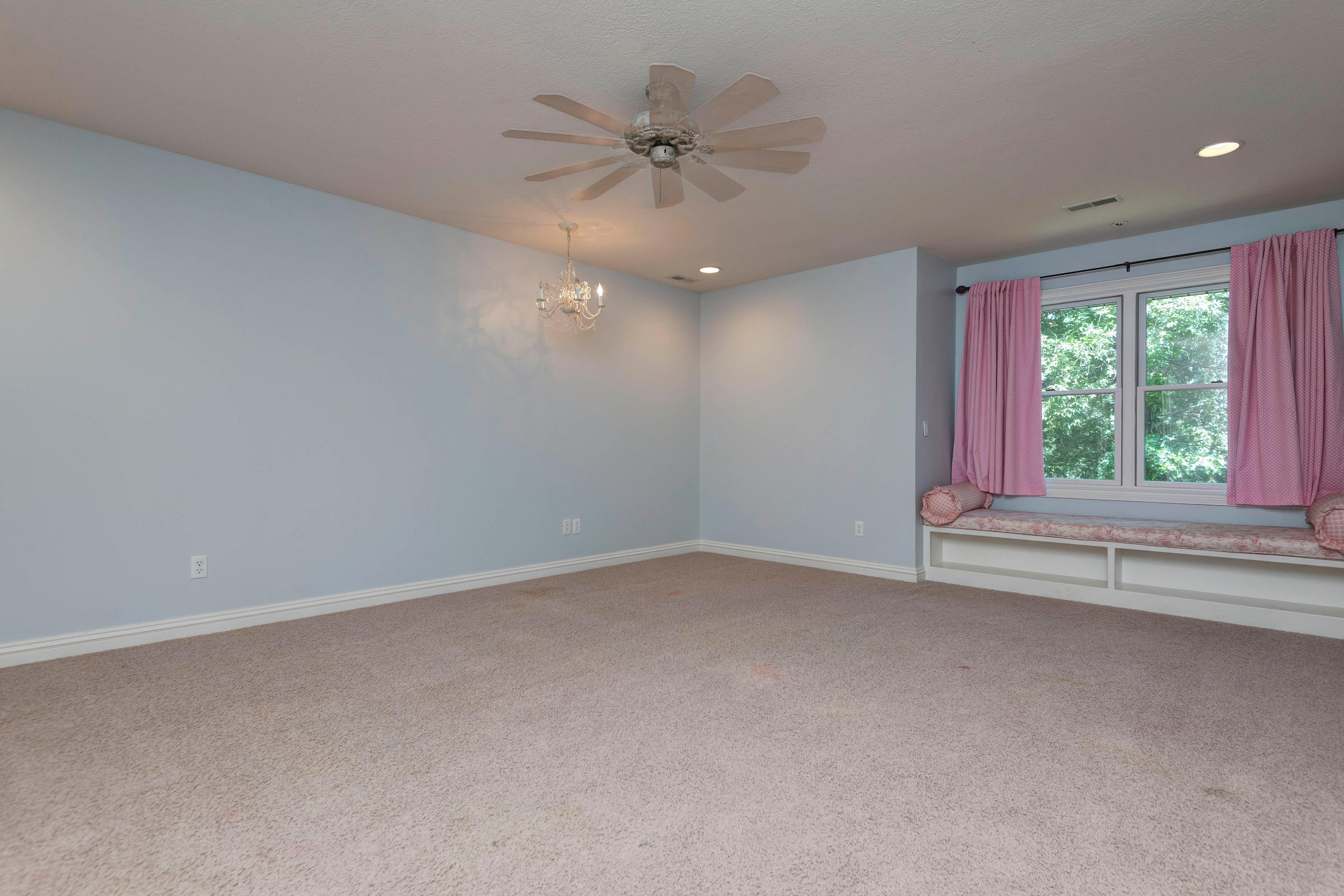 2872 South Forrest Heights Avenue Springfield, MO 65809