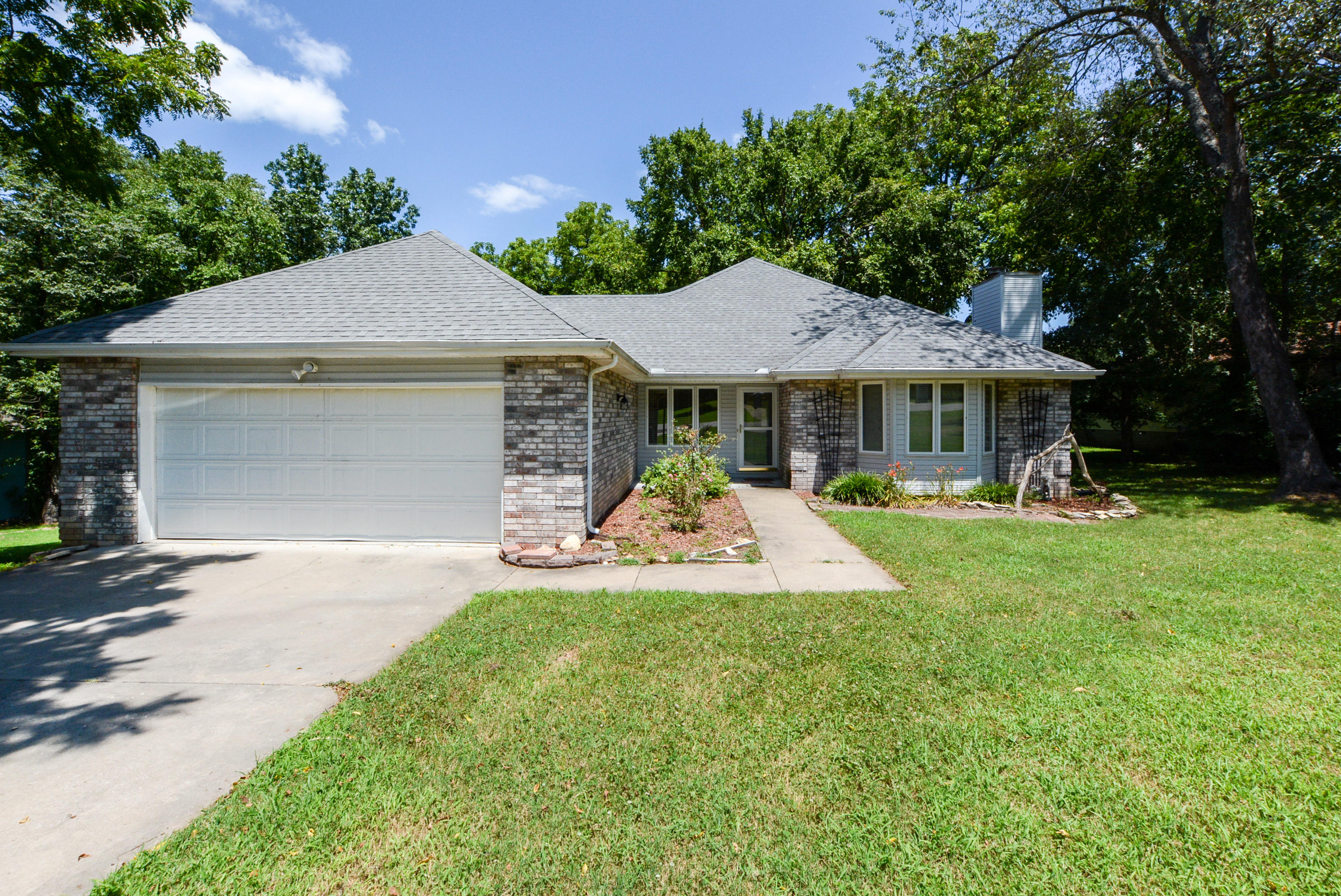 132 Eagle Valley Court Hollister, MO 65672
