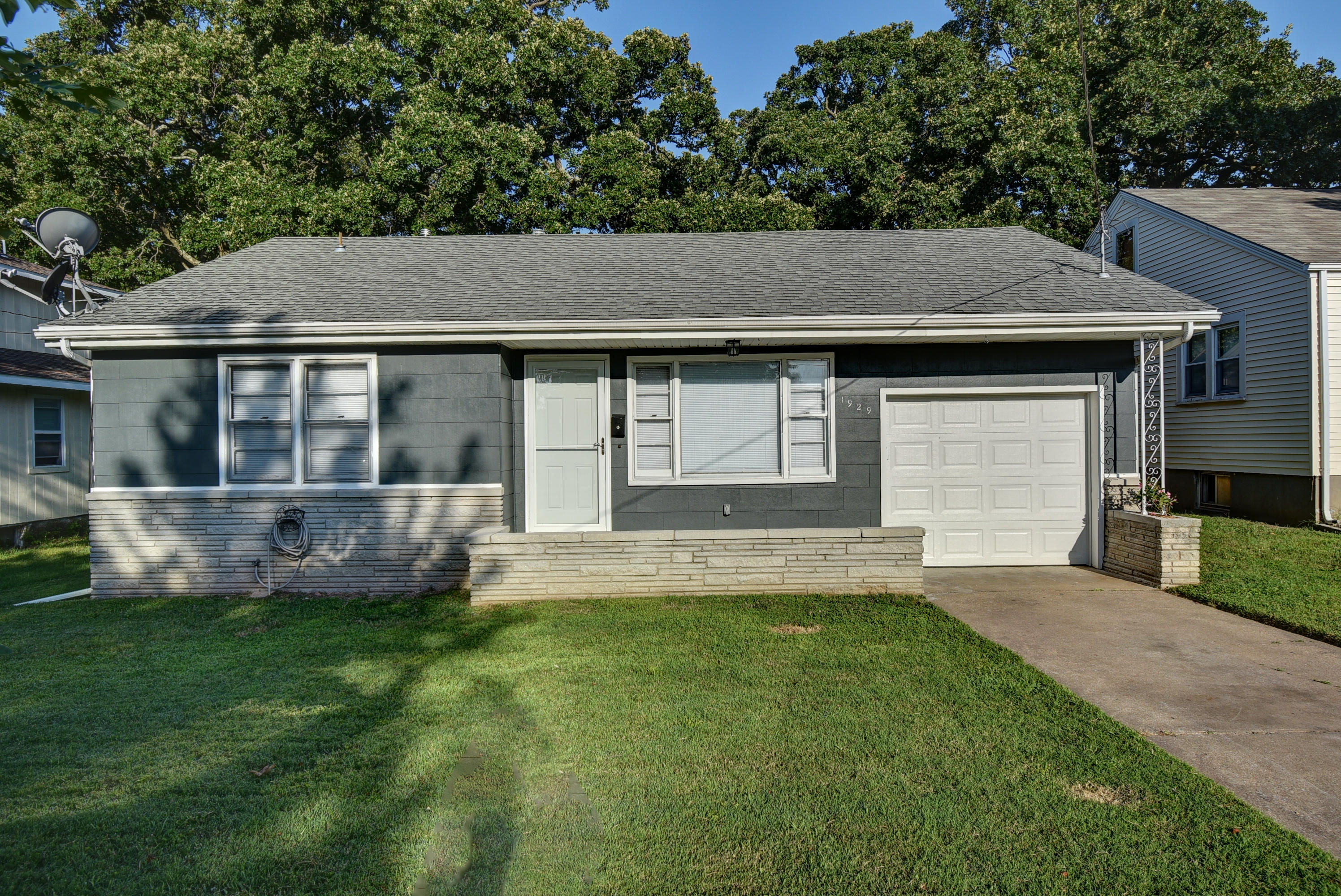 1929 North Douglas Avenue Springfield, MO 65803