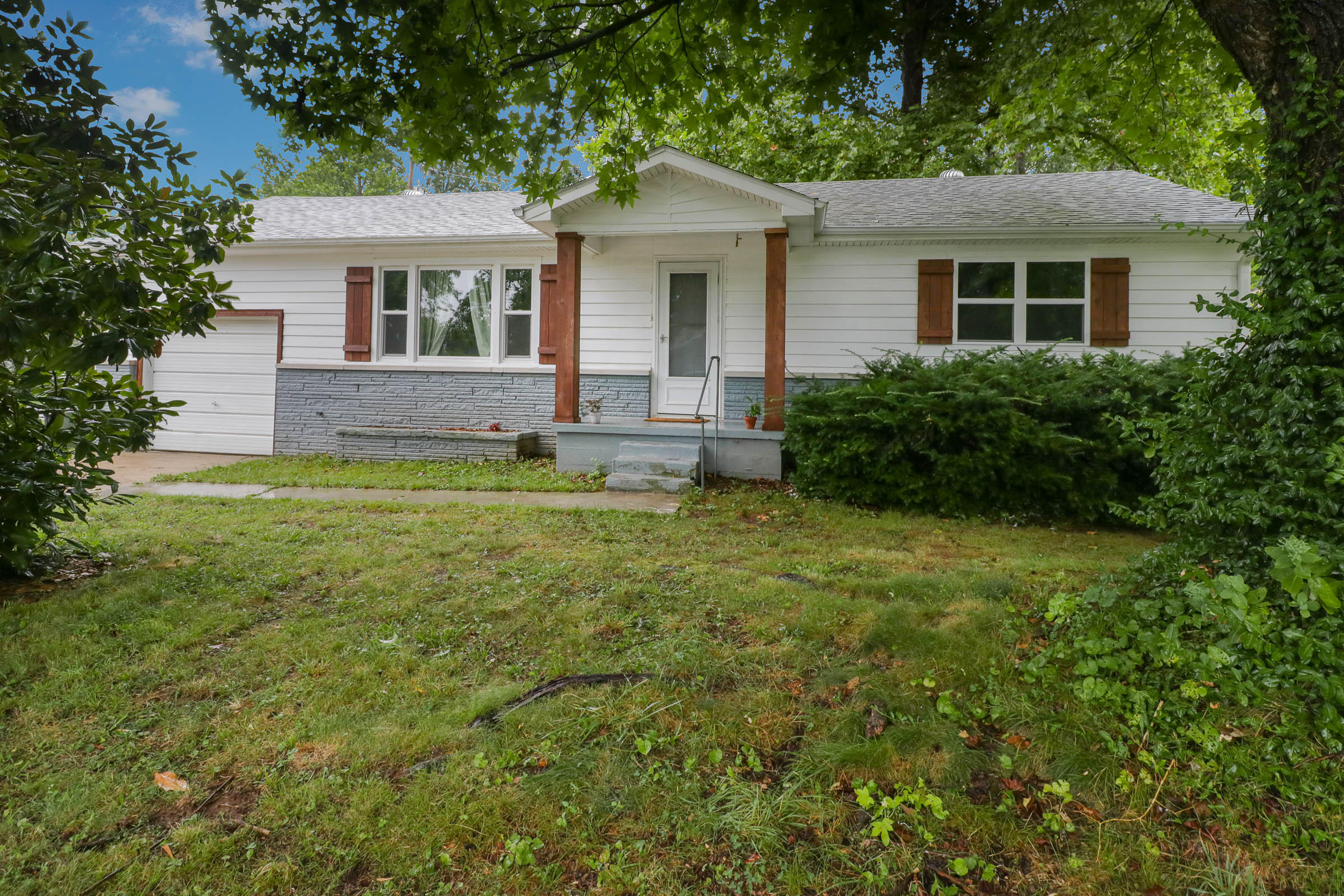 302 South 8th Street Ozark, MO 65721
