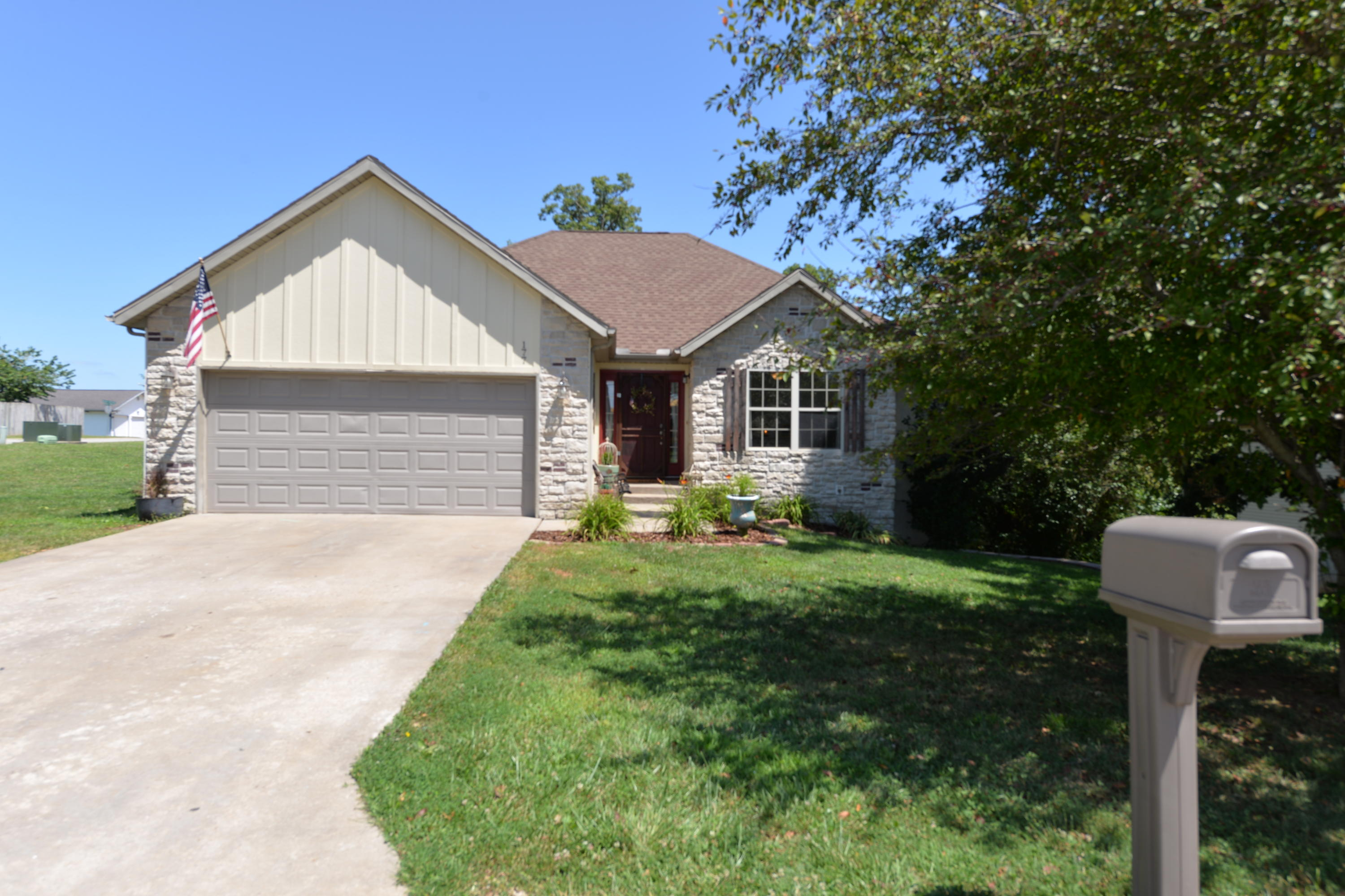 177 Neals Trail Reeds Spring, MO 65737