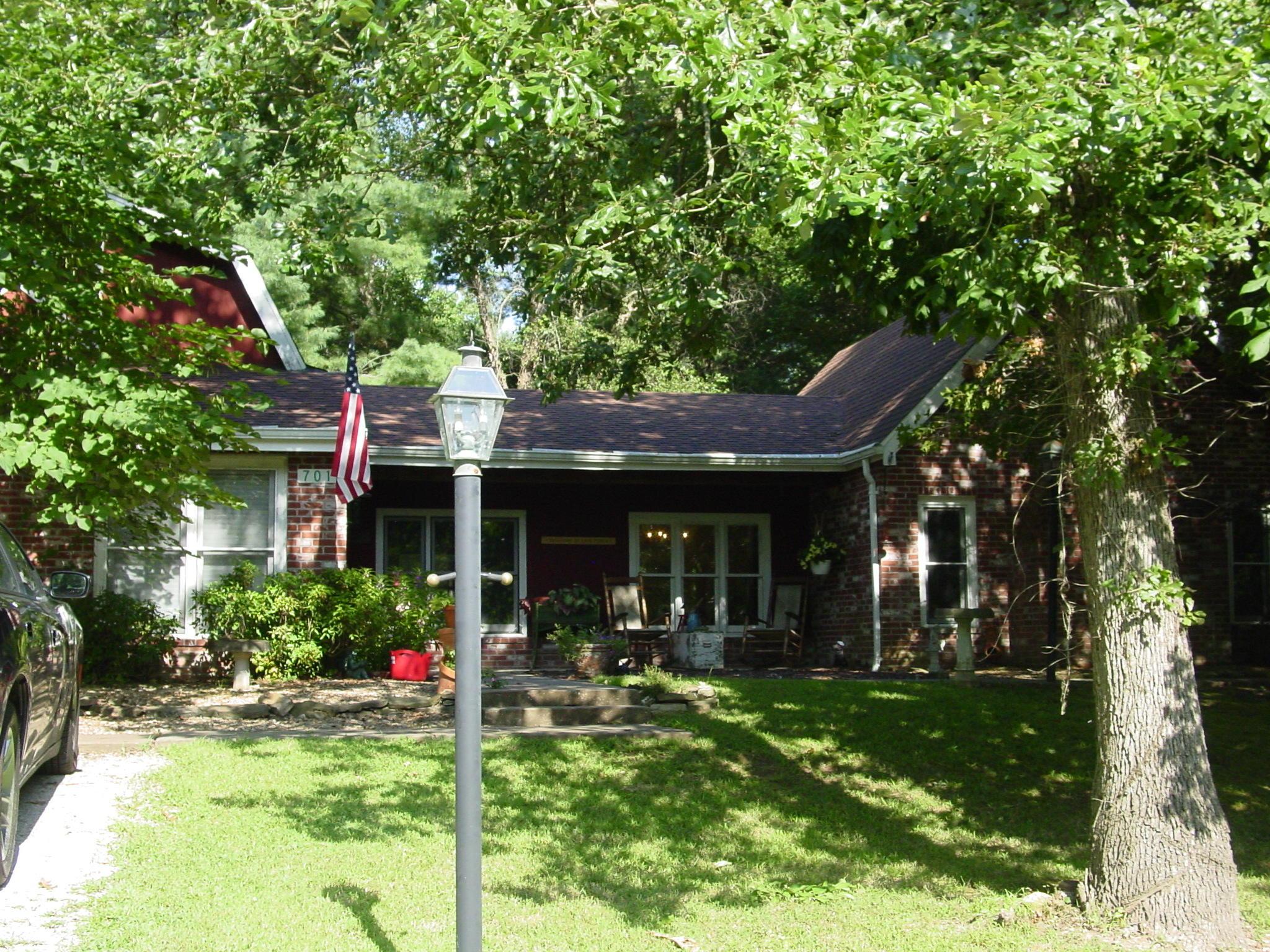 701 Spears Avenue Crane, MO 65633