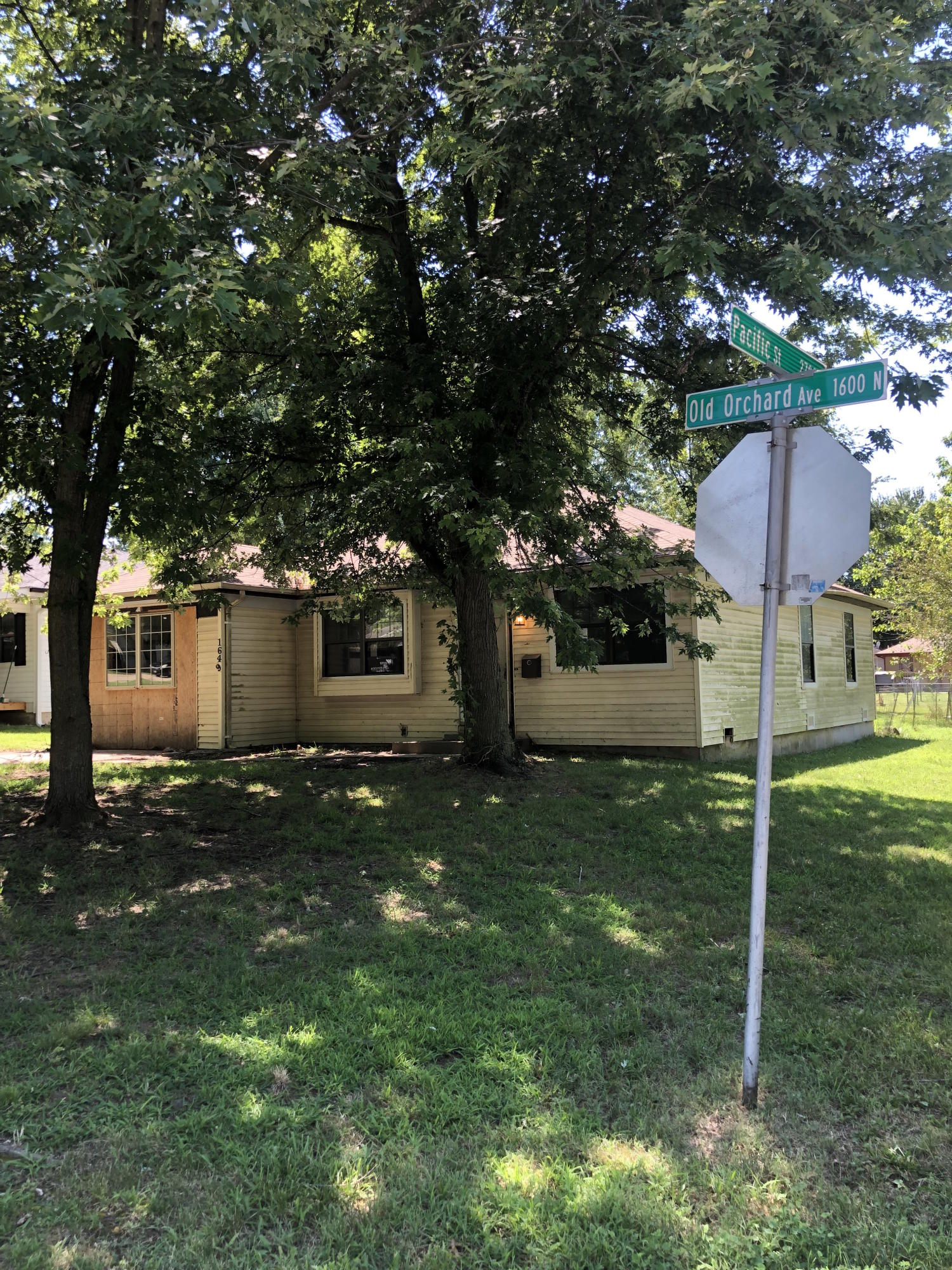 1649 North Old Orchard Avenue Springfield, MO 65803