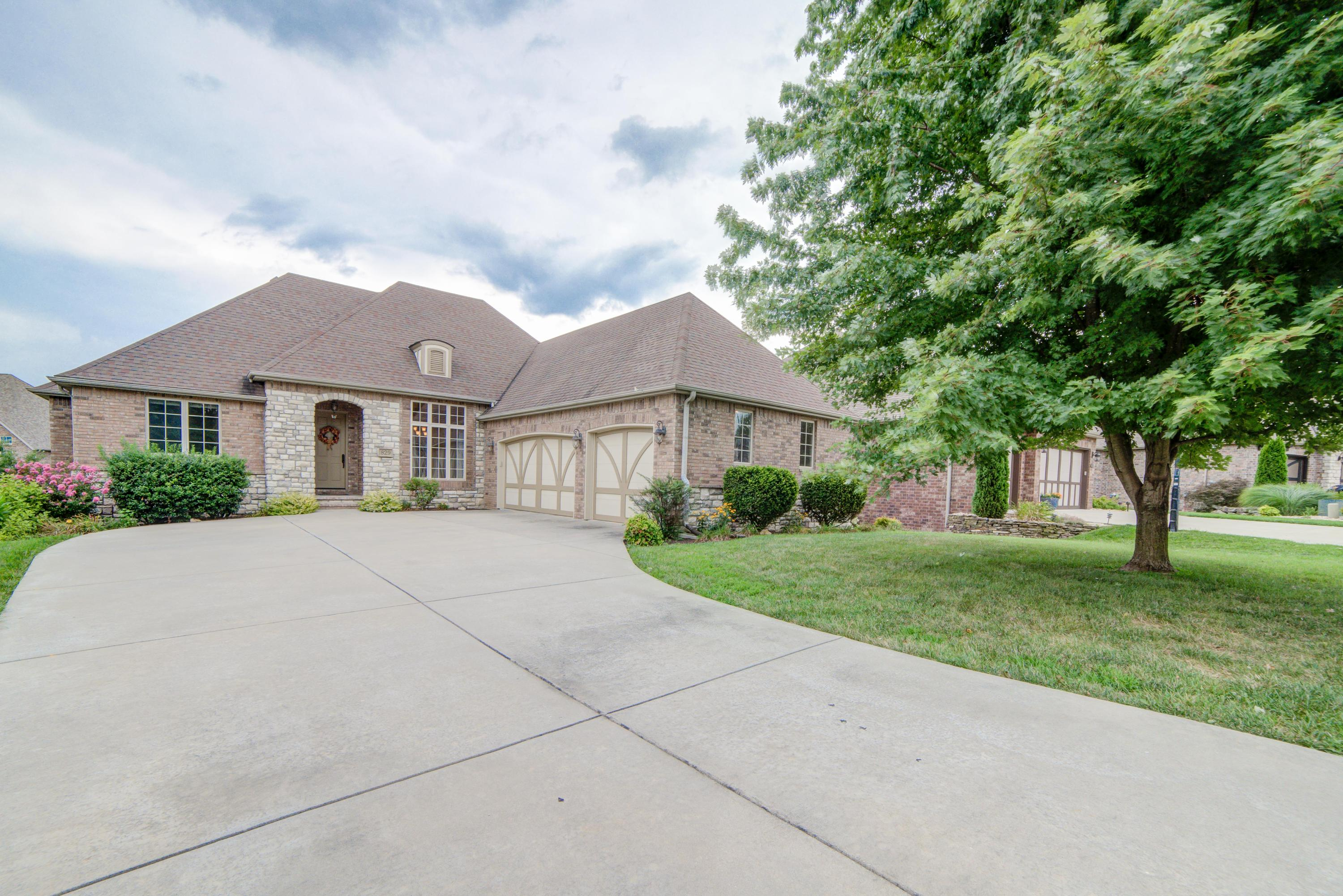 829 East Donegal Circle Nixa, MO 65714