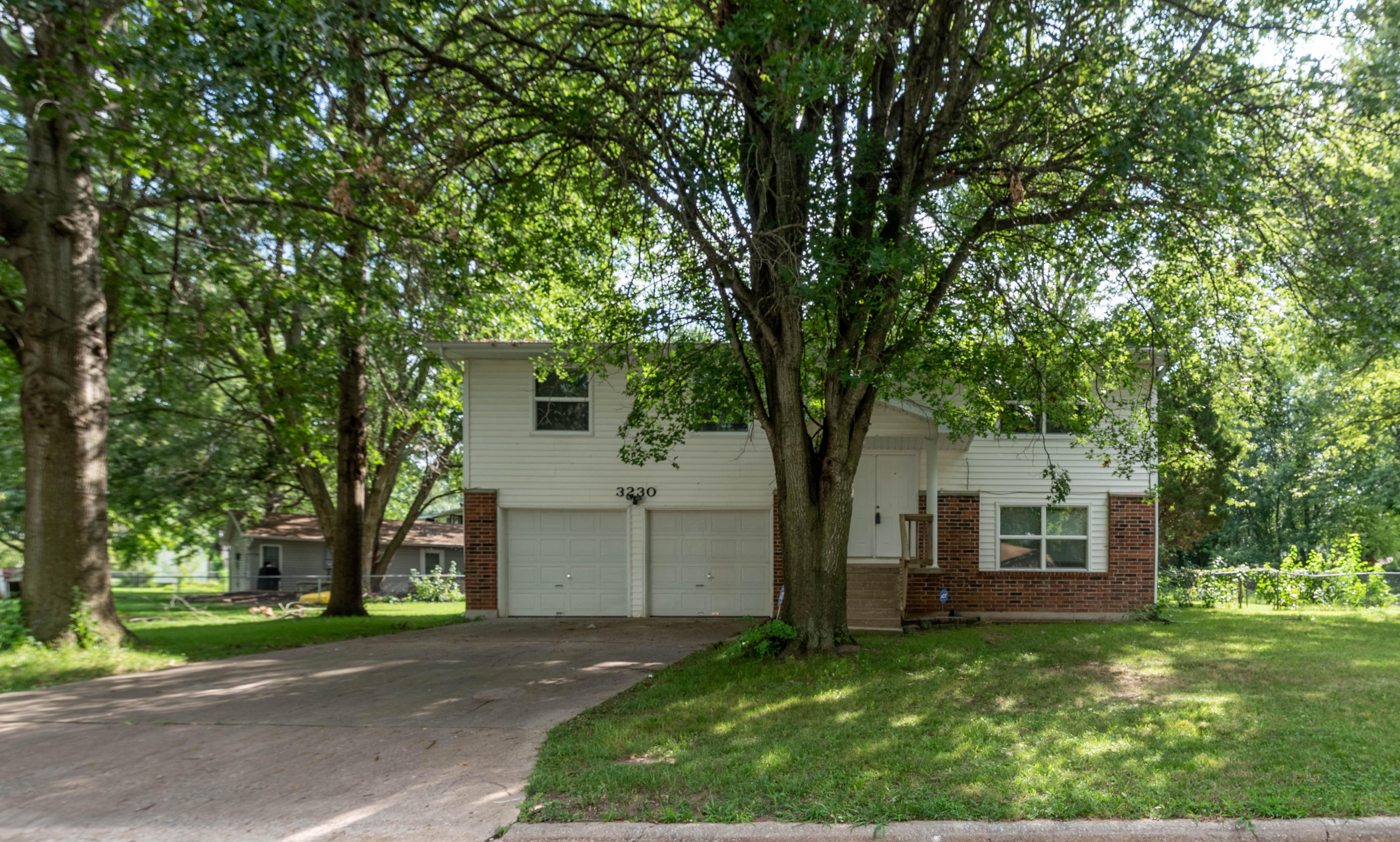 3230 West Countryside Drive Springfield, MO 65807