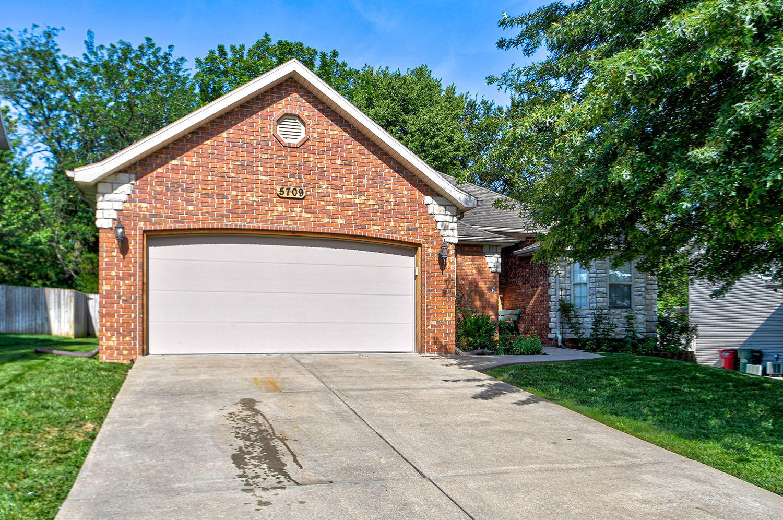 5709 South Fox Hollow Avenue Springfield, MO 65810