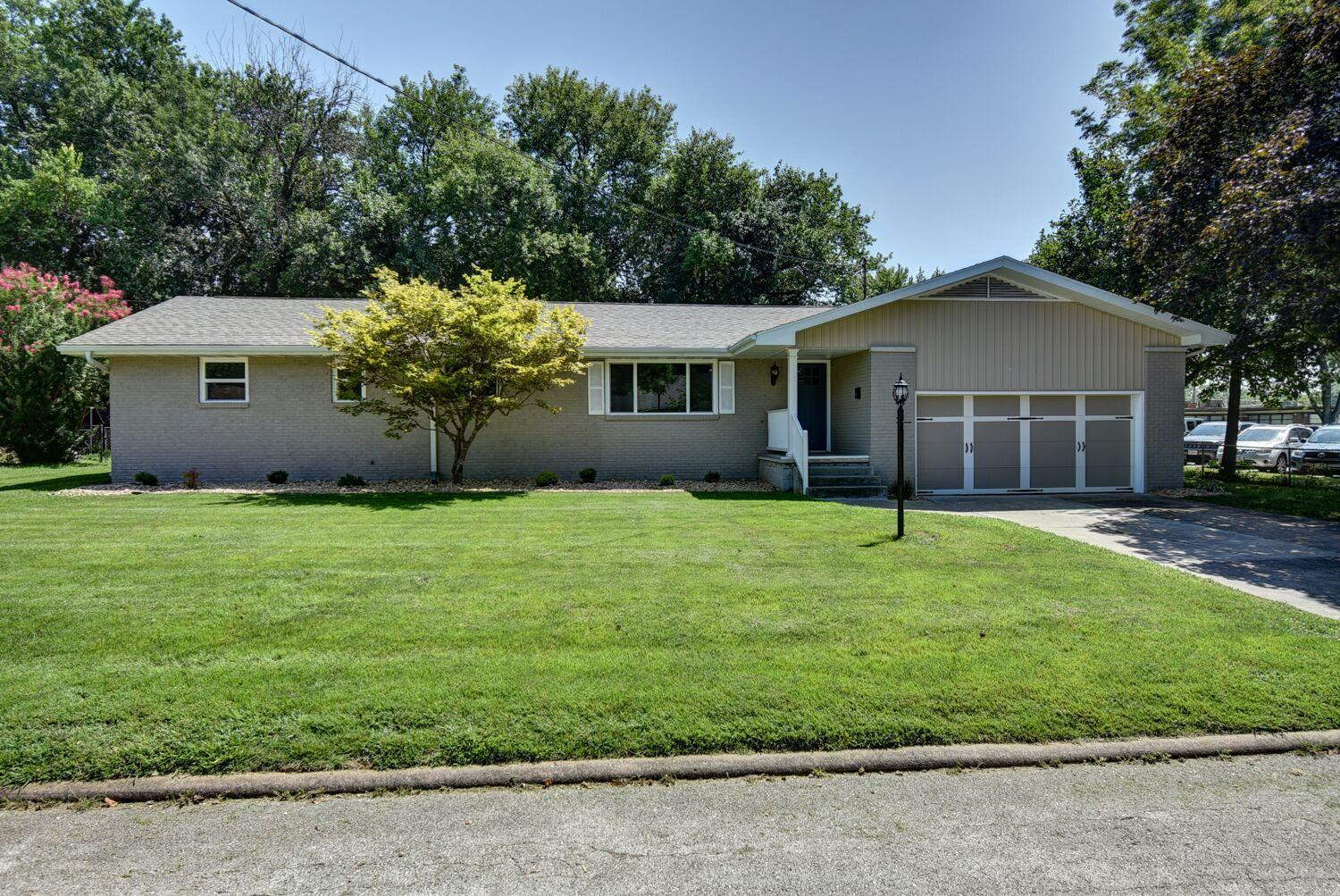 1732 South Link Avenue Springfield, MO 65804