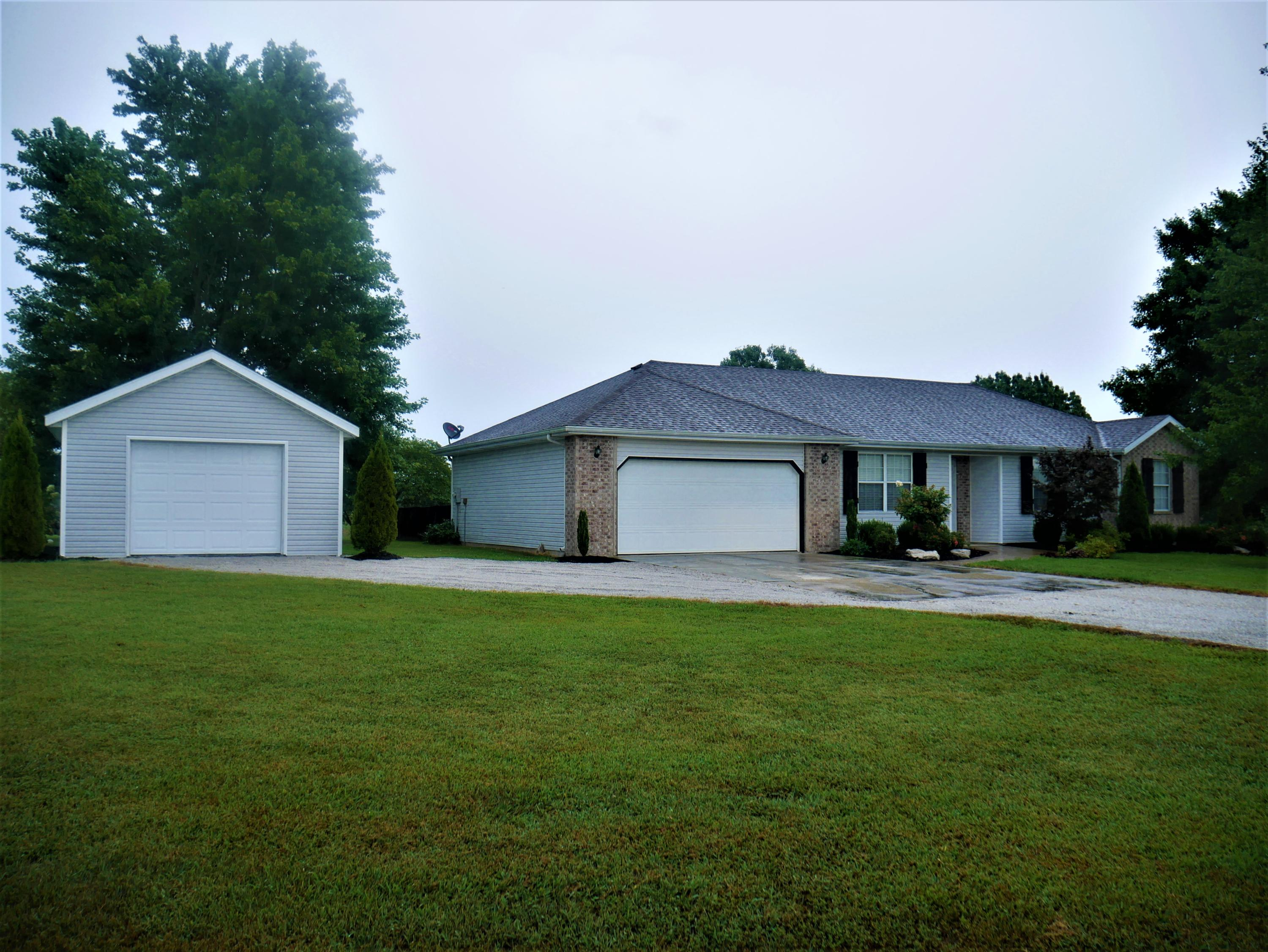 84 Rolling Hills Road Clever, MO 65631