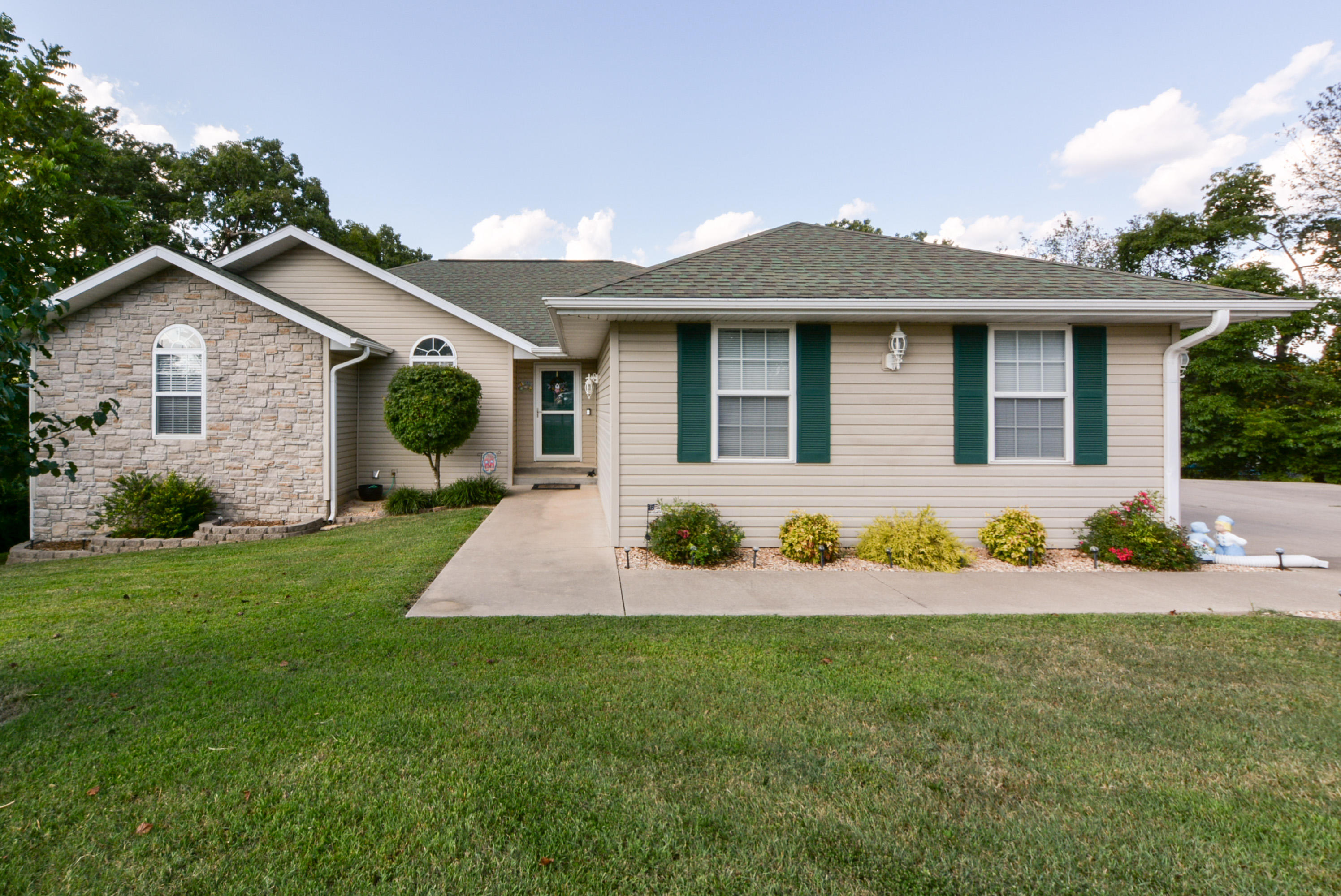265 Neals Trail Reeds Spring, MO 65737