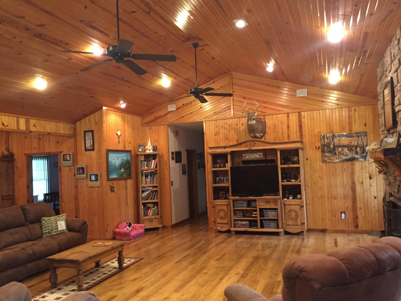 15781 Farm Road Cassville, MO 65625