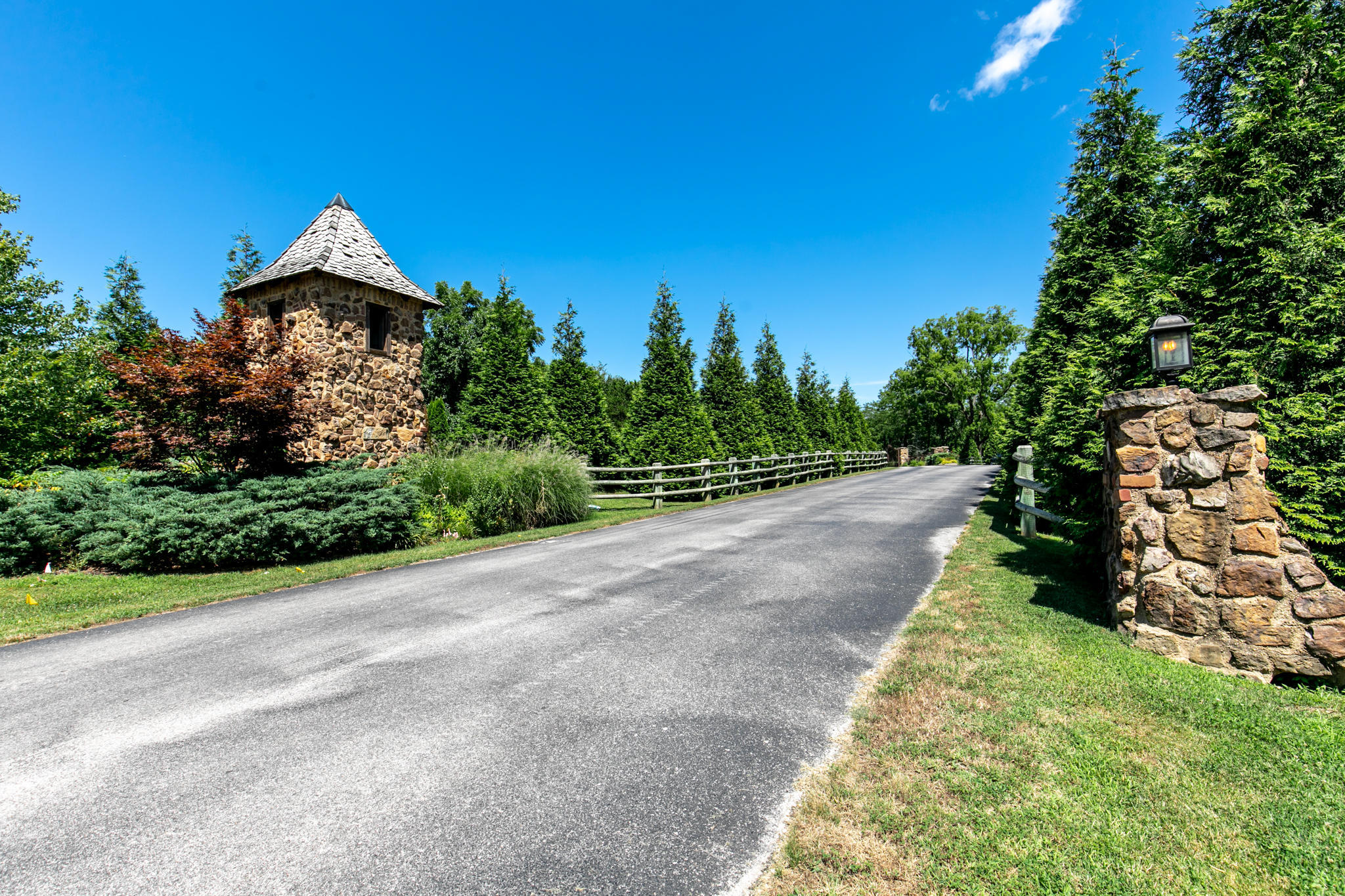 6442 East Summit View Drive Springfield, MO 65809
