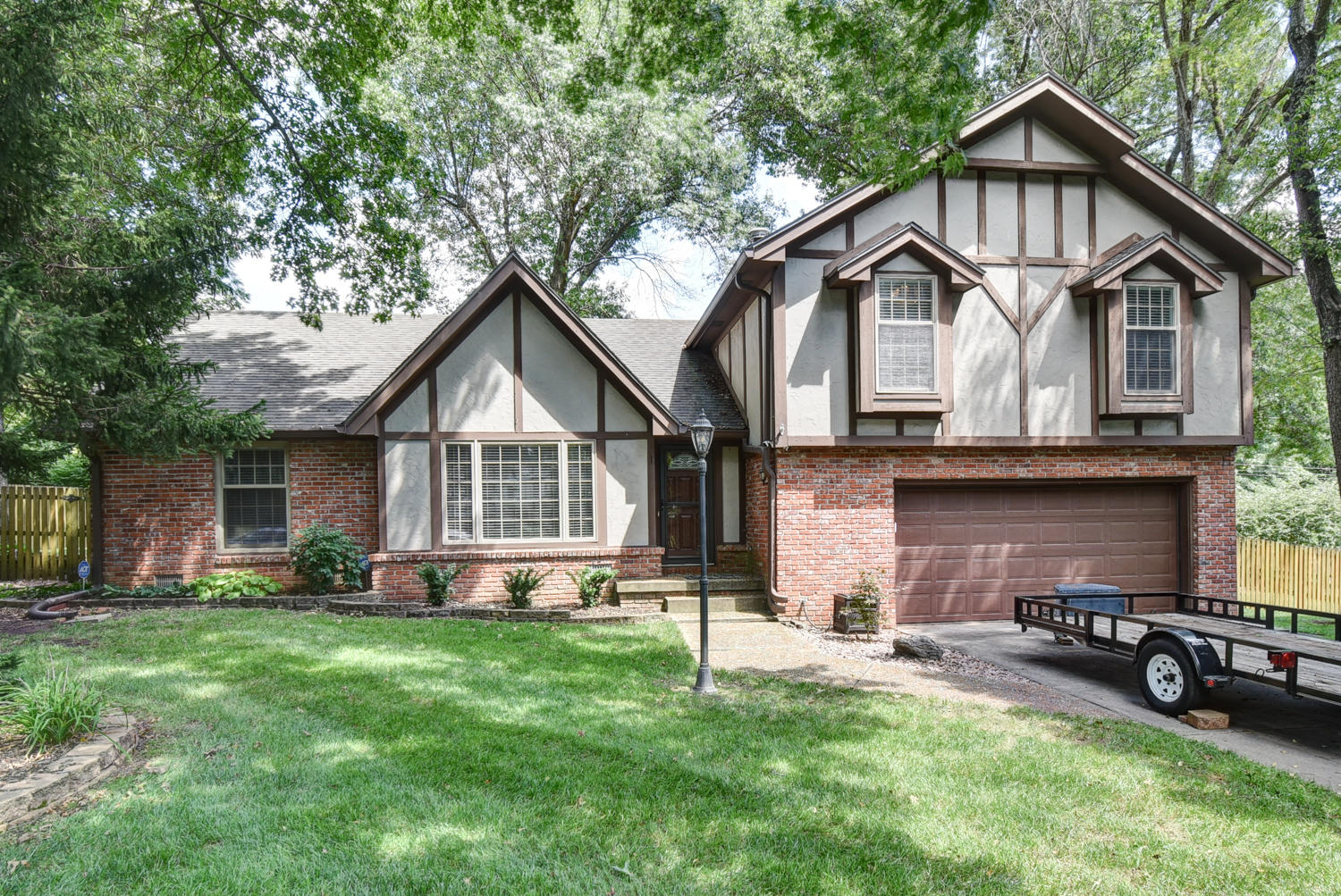 1528 South Forrest Heights Avenue Springfield, MO 65809