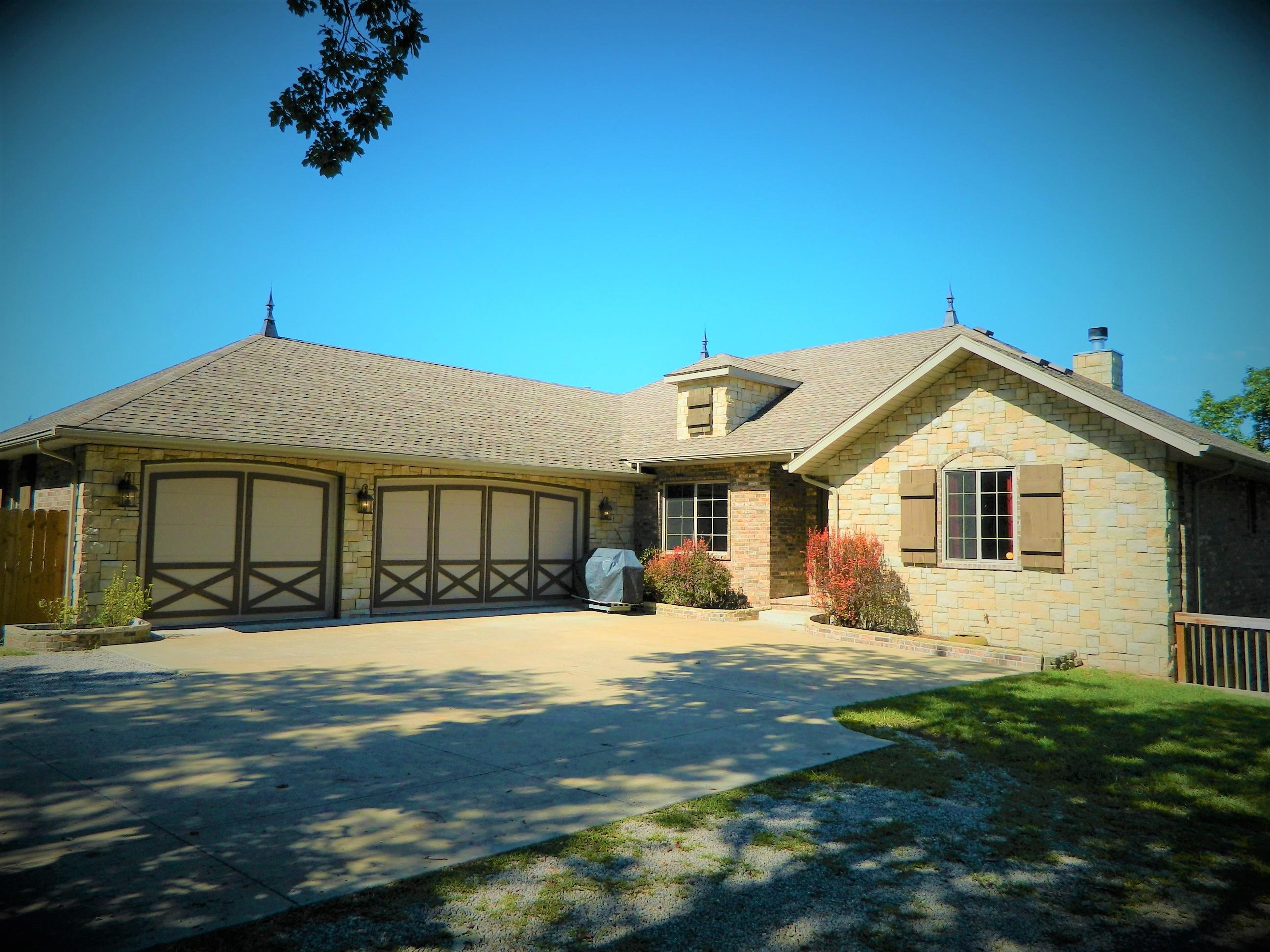2075 Pokeberry Lane Lampe, MO 65681