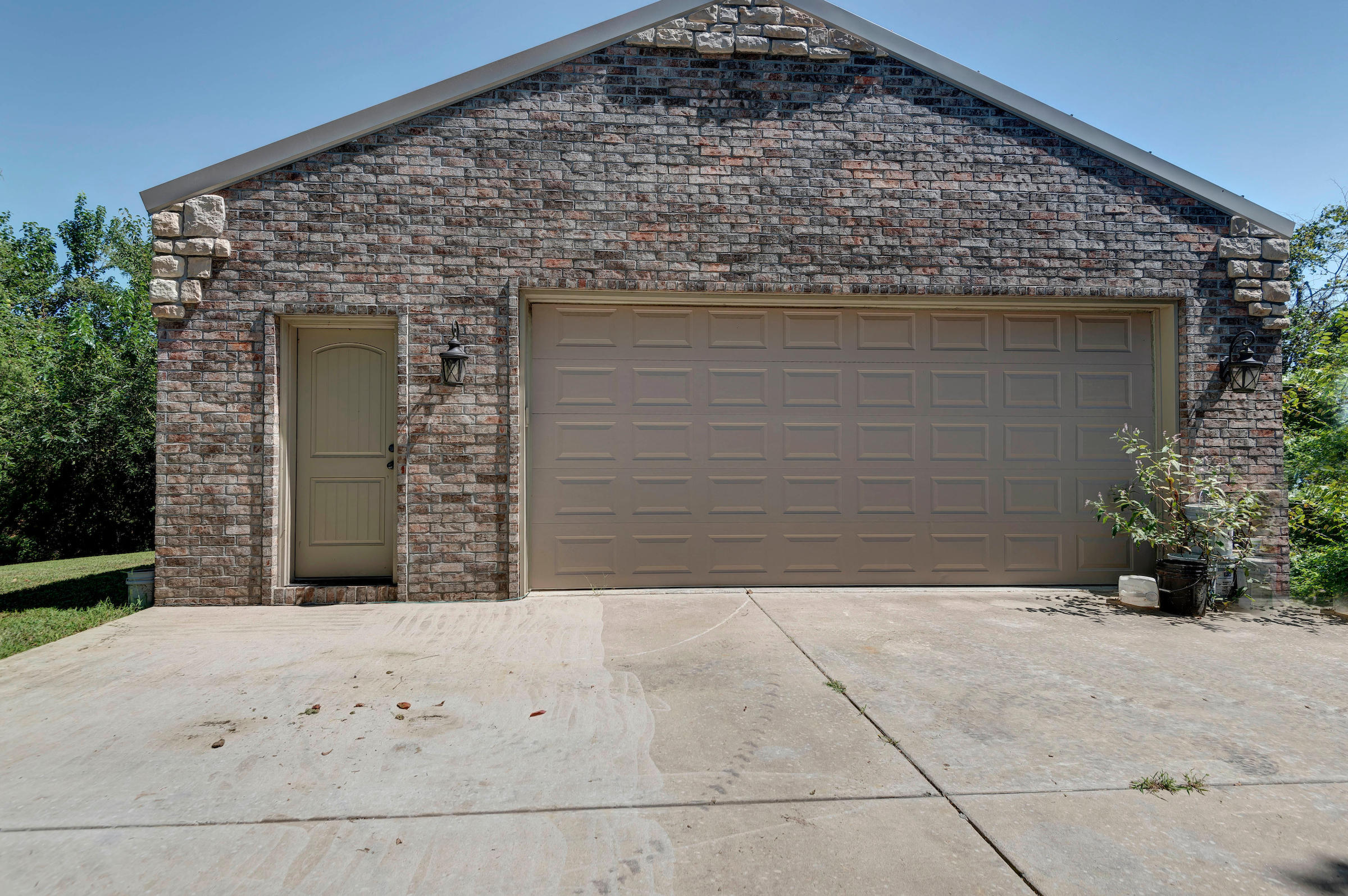 3958 North Farm Road Willard, MO 65781