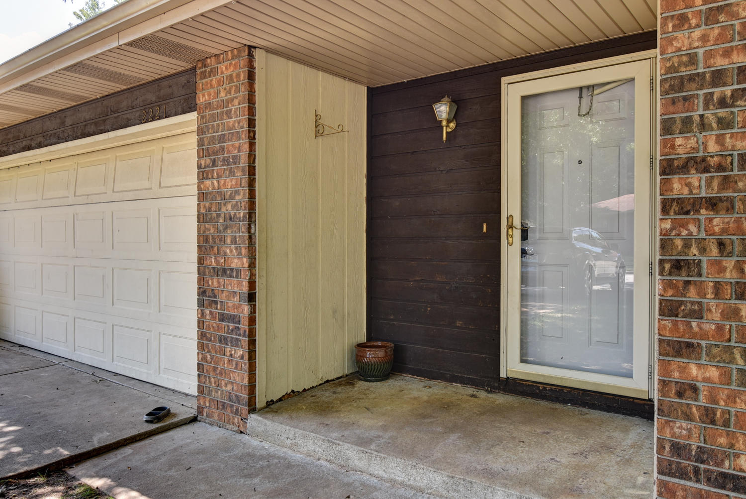 2221 South Nettleton Avenue Springfield, MO 65807