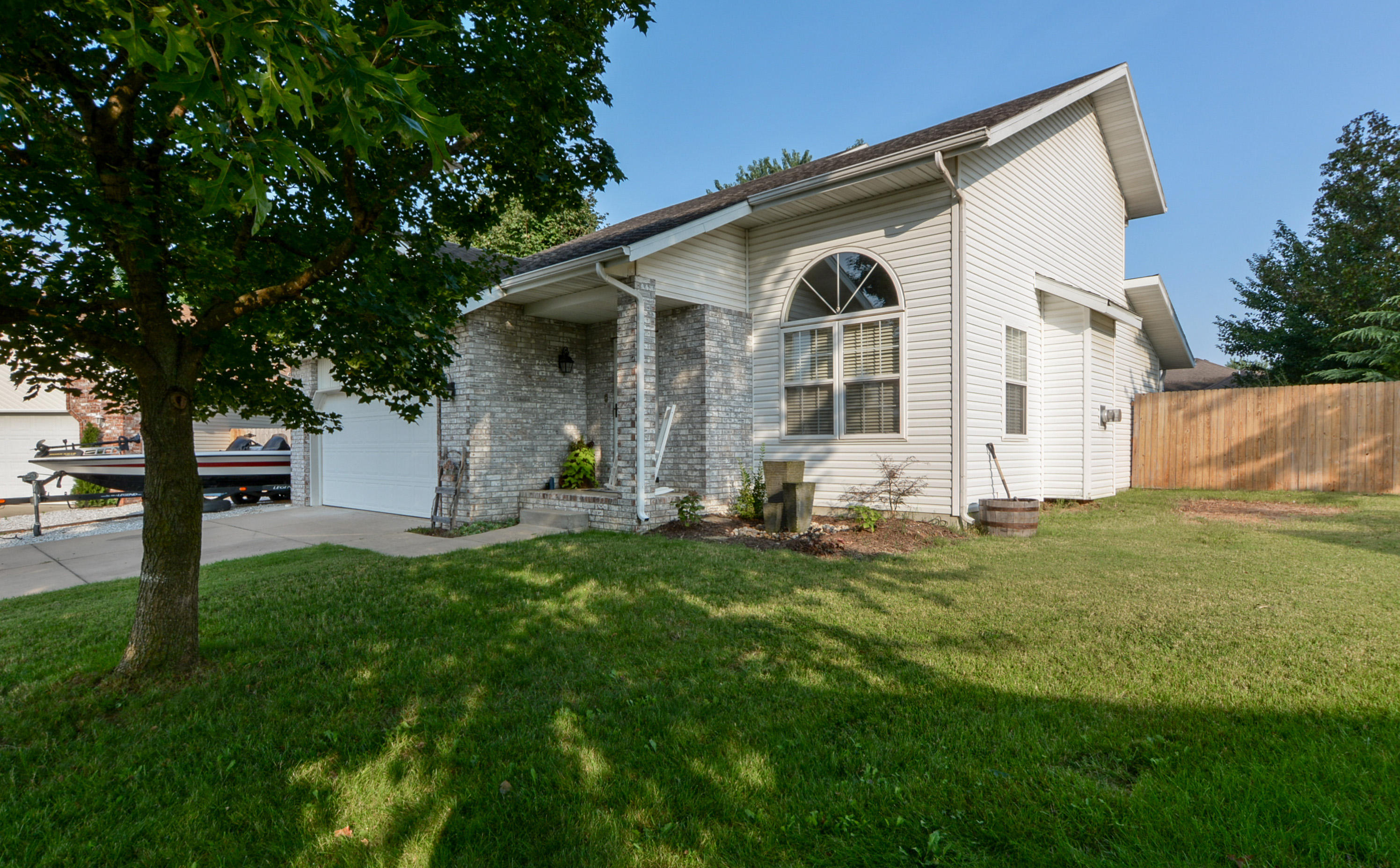5013 North Thorngate Court Ozark, MO 65721