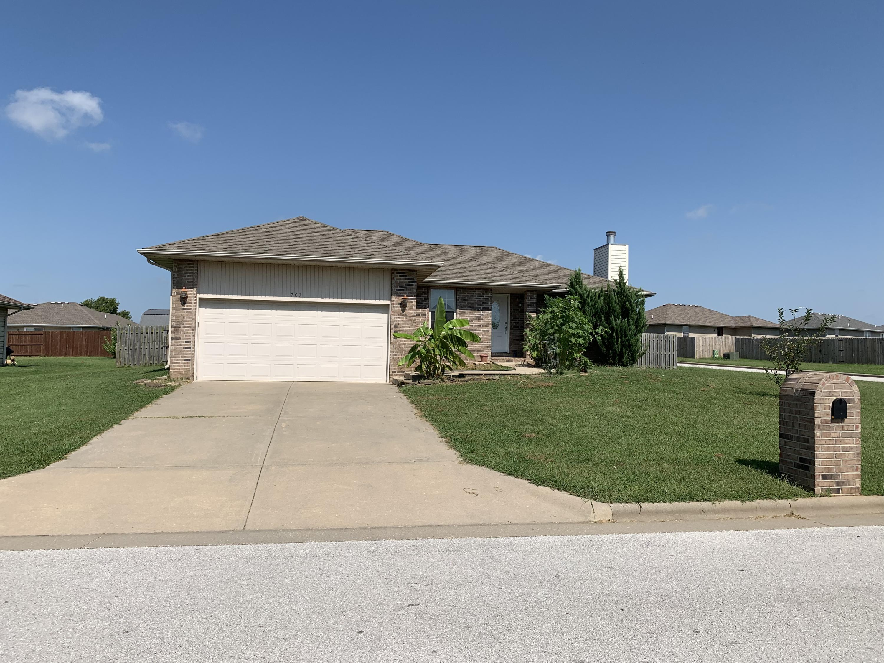 707 West Lake Avenue Clever, MO 65631