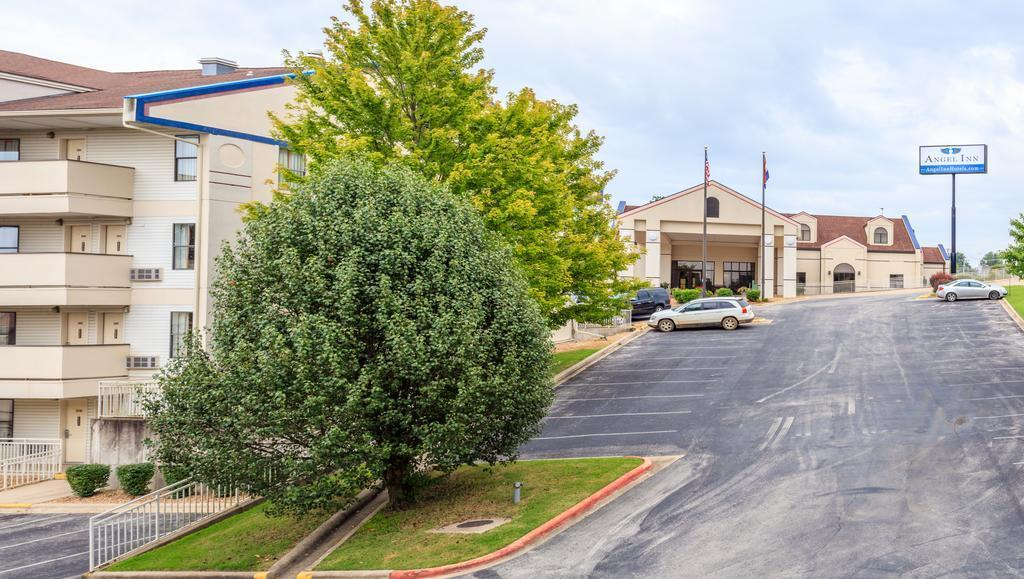3029 West Country Boulevard Branson, MO 65616