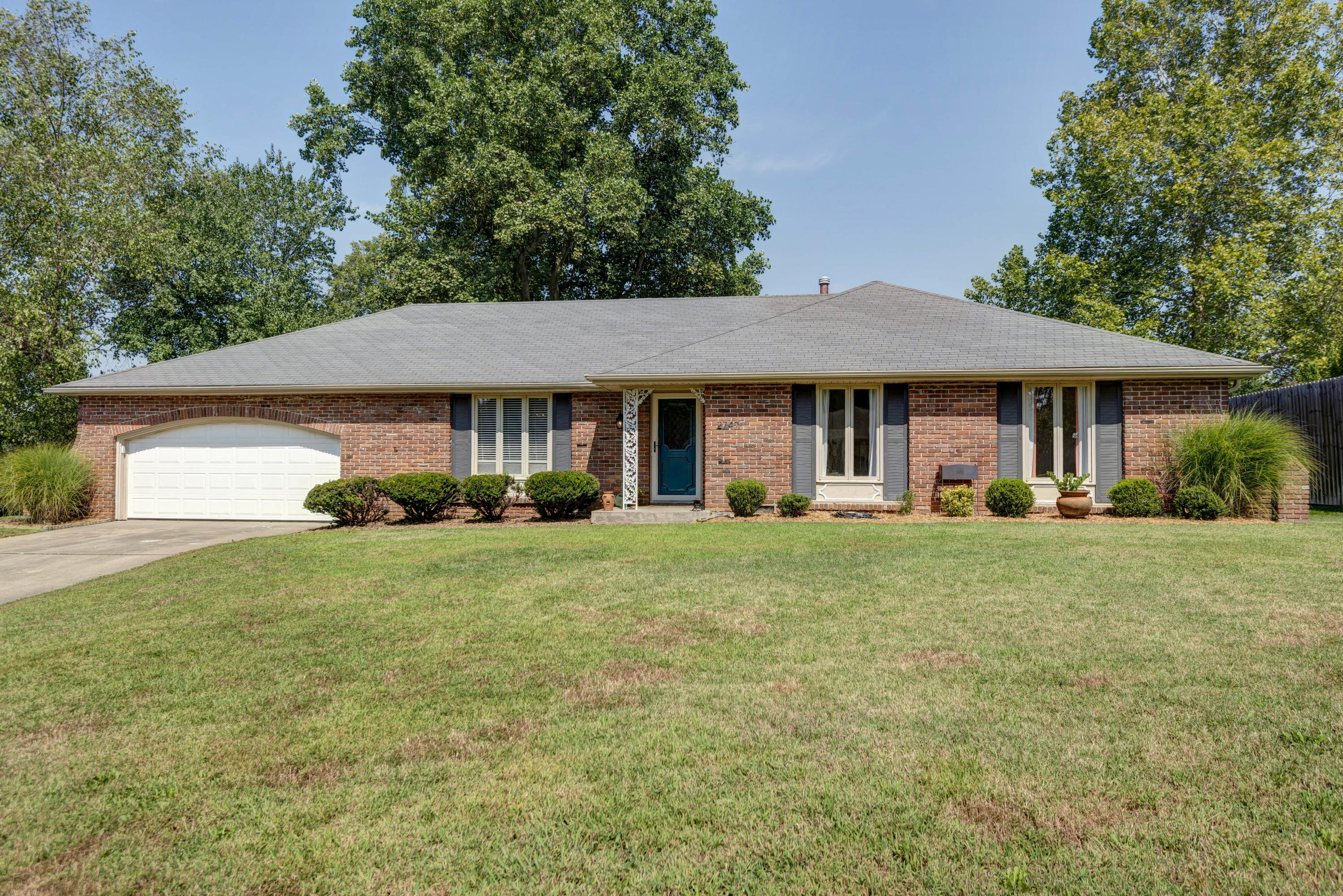 2747 East Imperial Circle Springfield, MO 65804