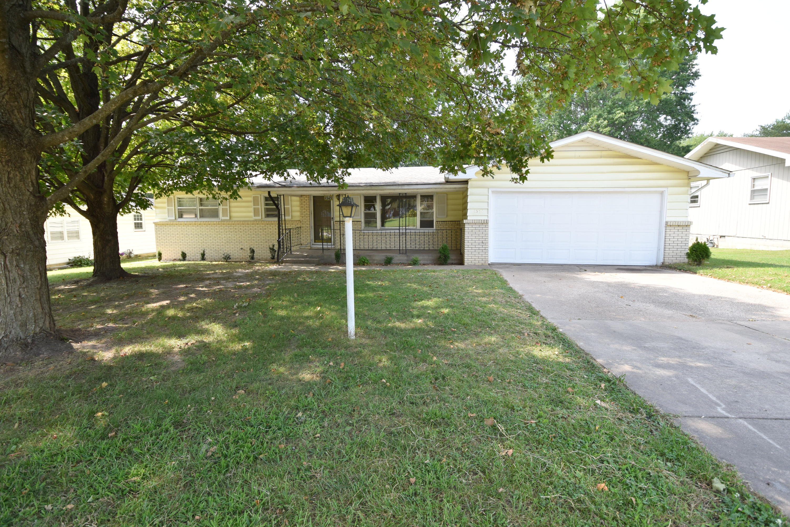 1521 South Sieger Drive Springfield, MO 65804