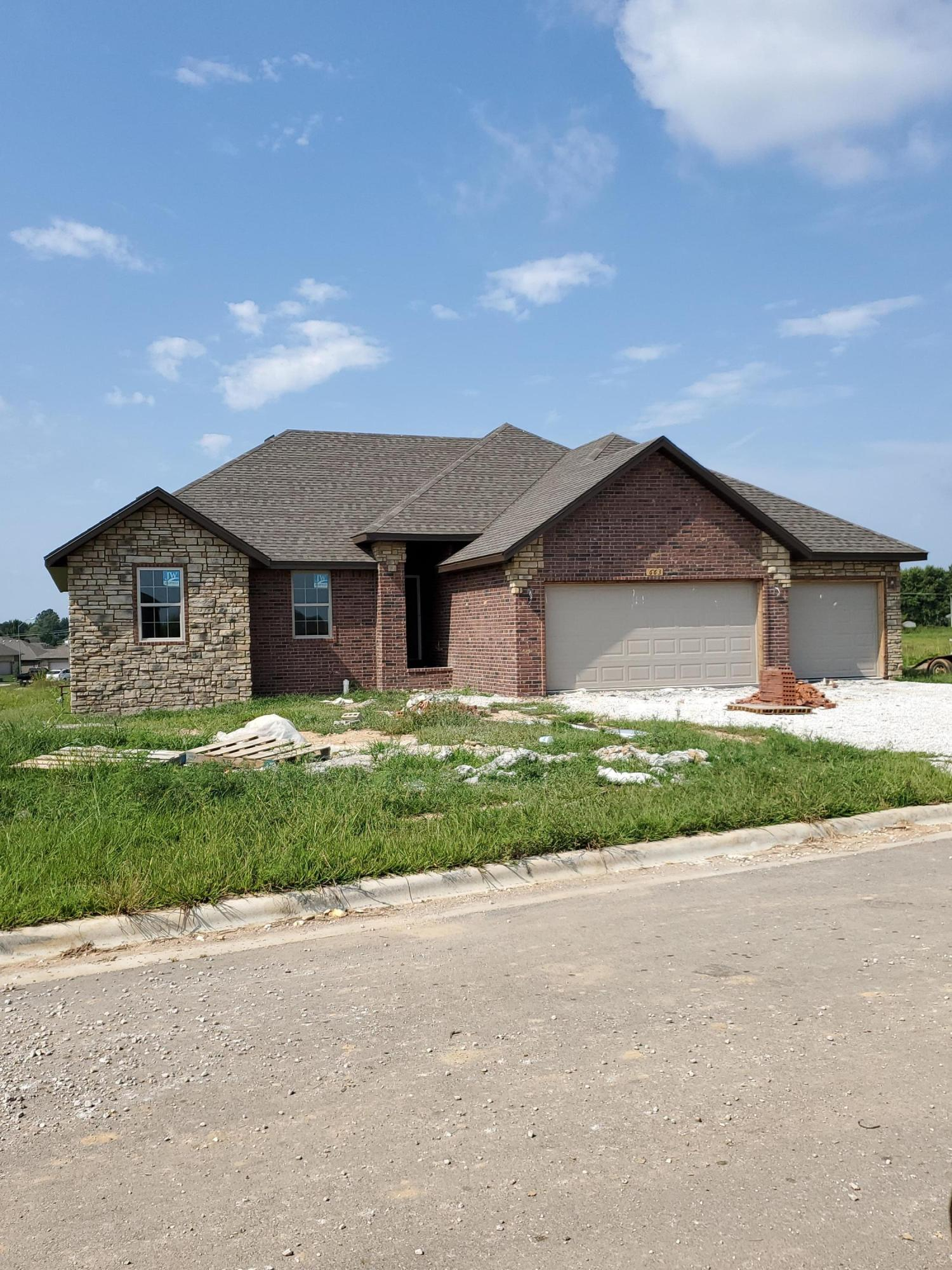 663 North Maplewood Hills Road Nixa, MO 65714