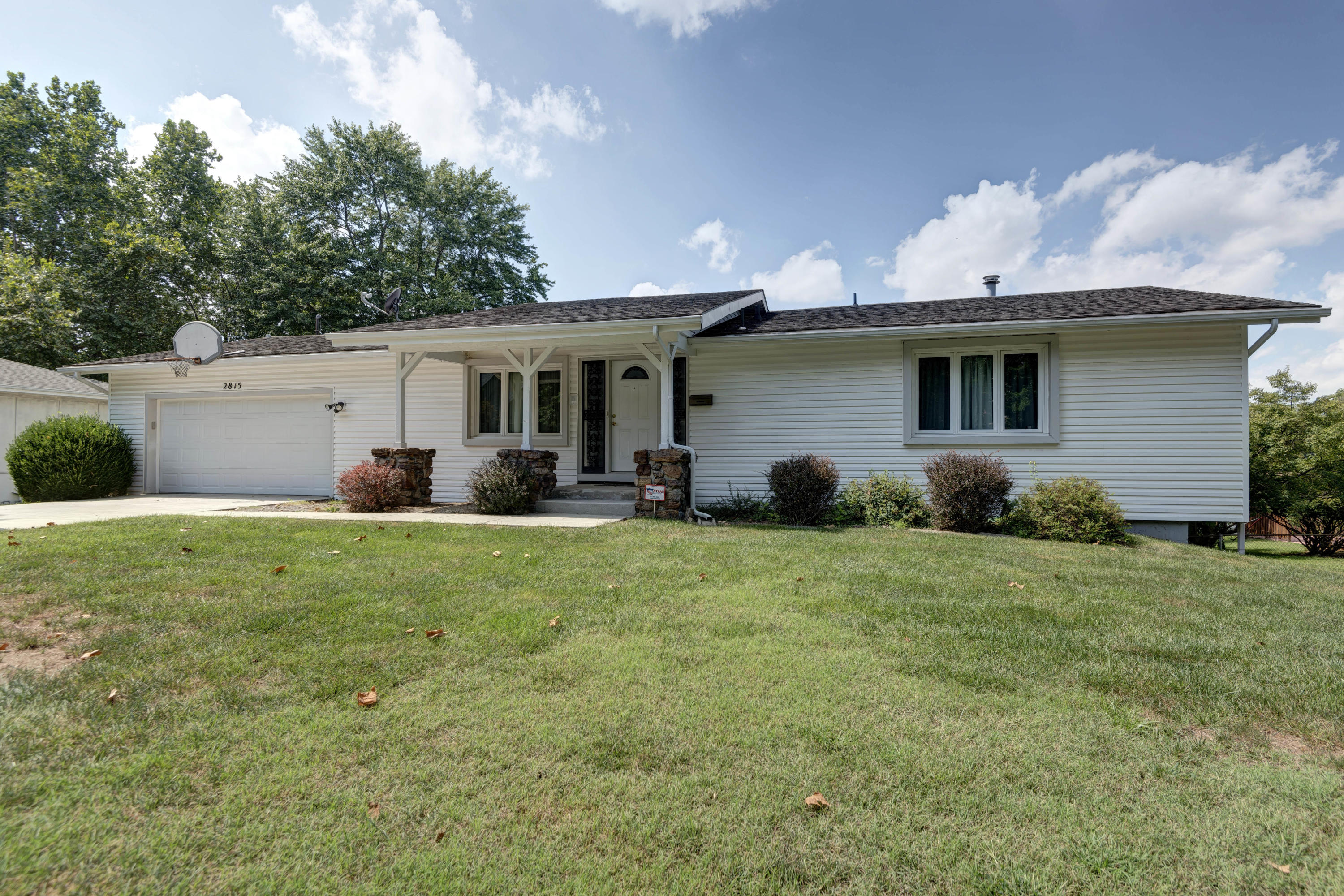 2815 South Claremont Avenue Springfield, MO 65804