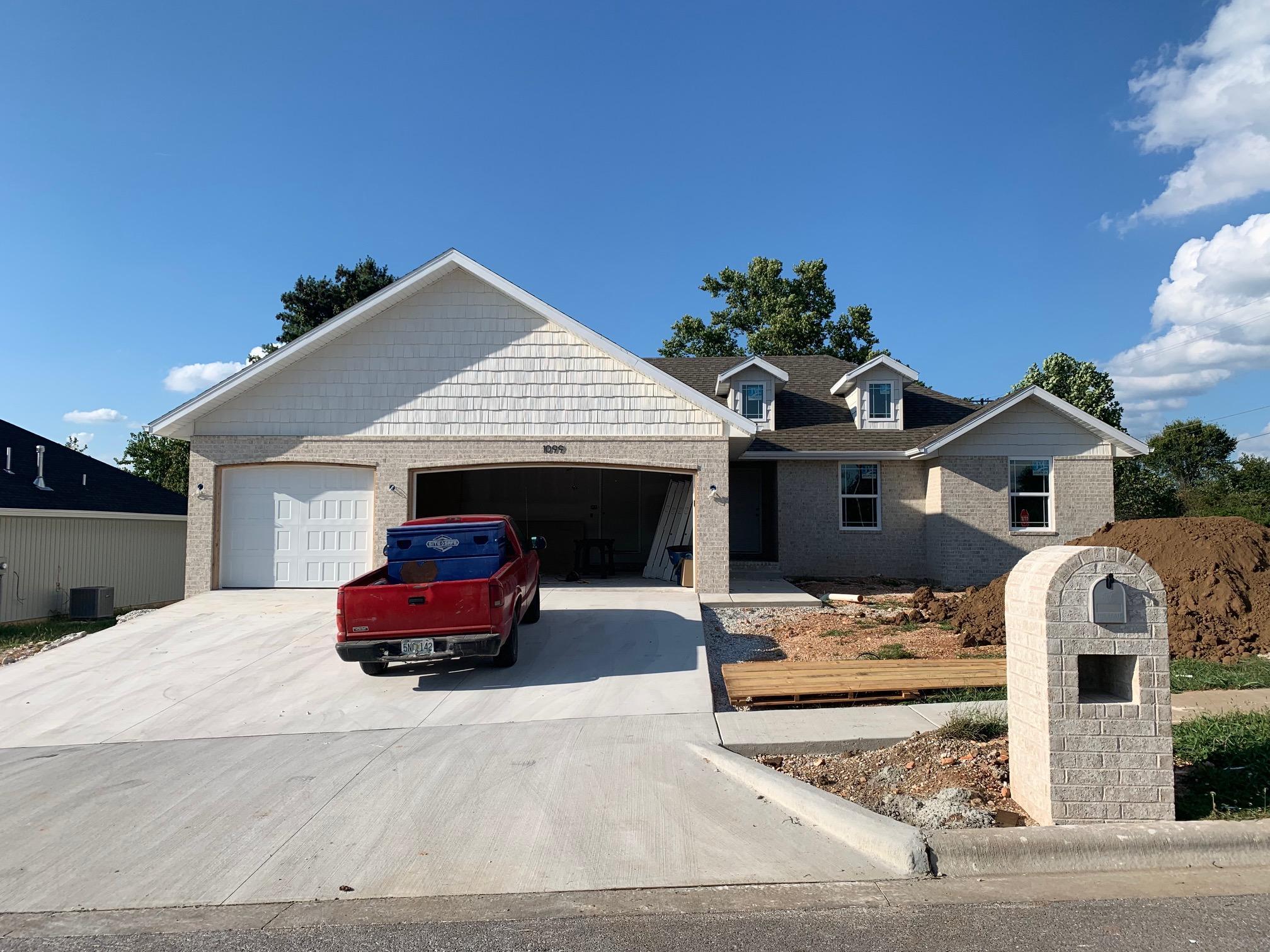 1099 East Lakota Drive Nixa, MO 65714
