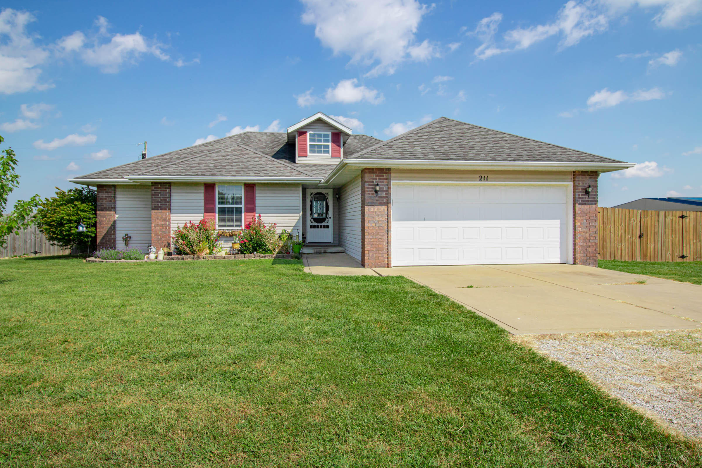 211 East Chrysler Avenue Clever, MO 65631