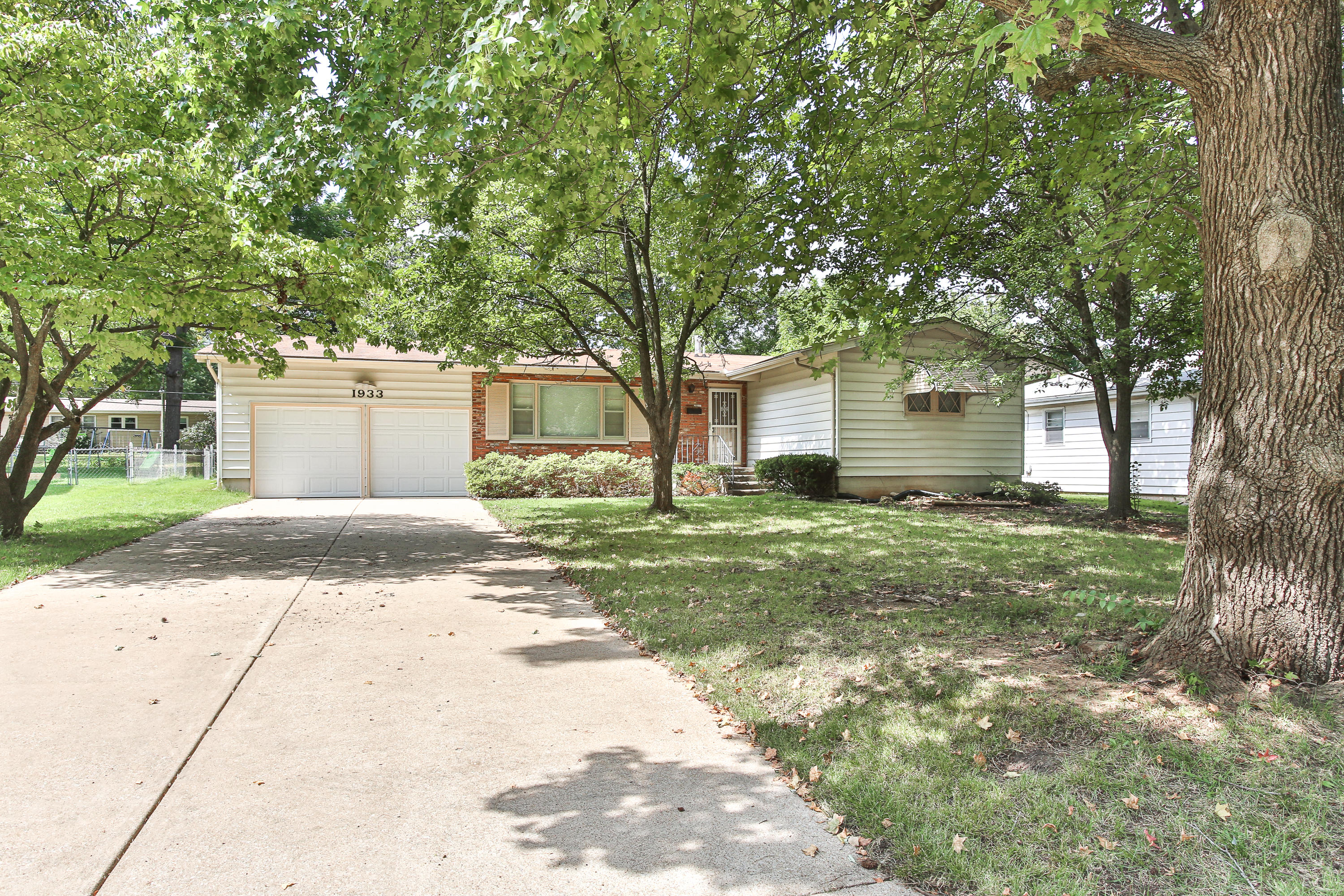 1933 South Newton Avenue Springfield, MO 65807