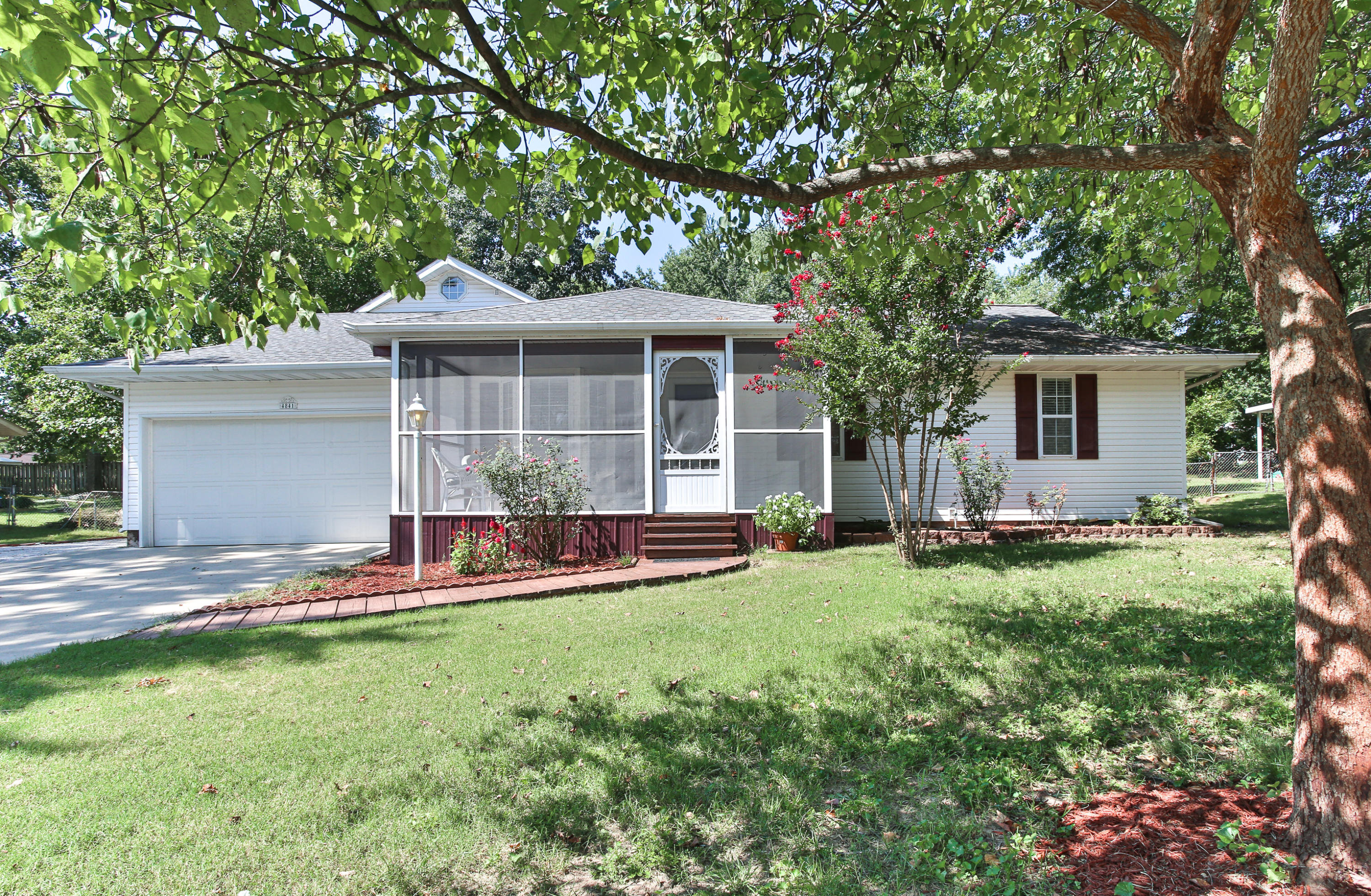4841 South James Avenue Springfield, MO 65810