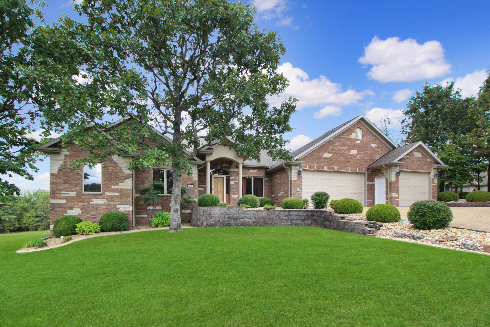 218 Forest Oak Drive Hollister, MO 65672