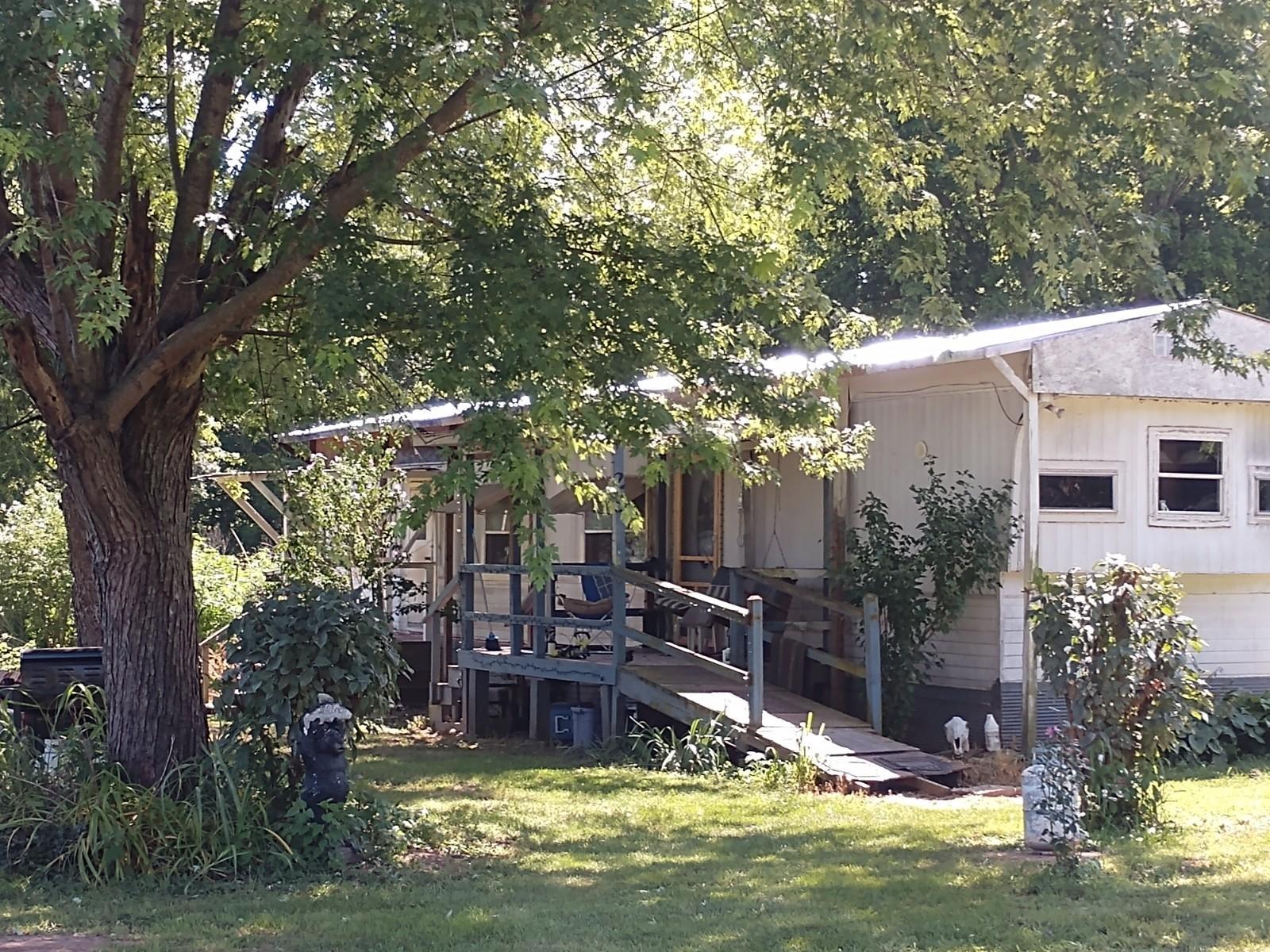 25 Manning Drive Crane, MO 65633
