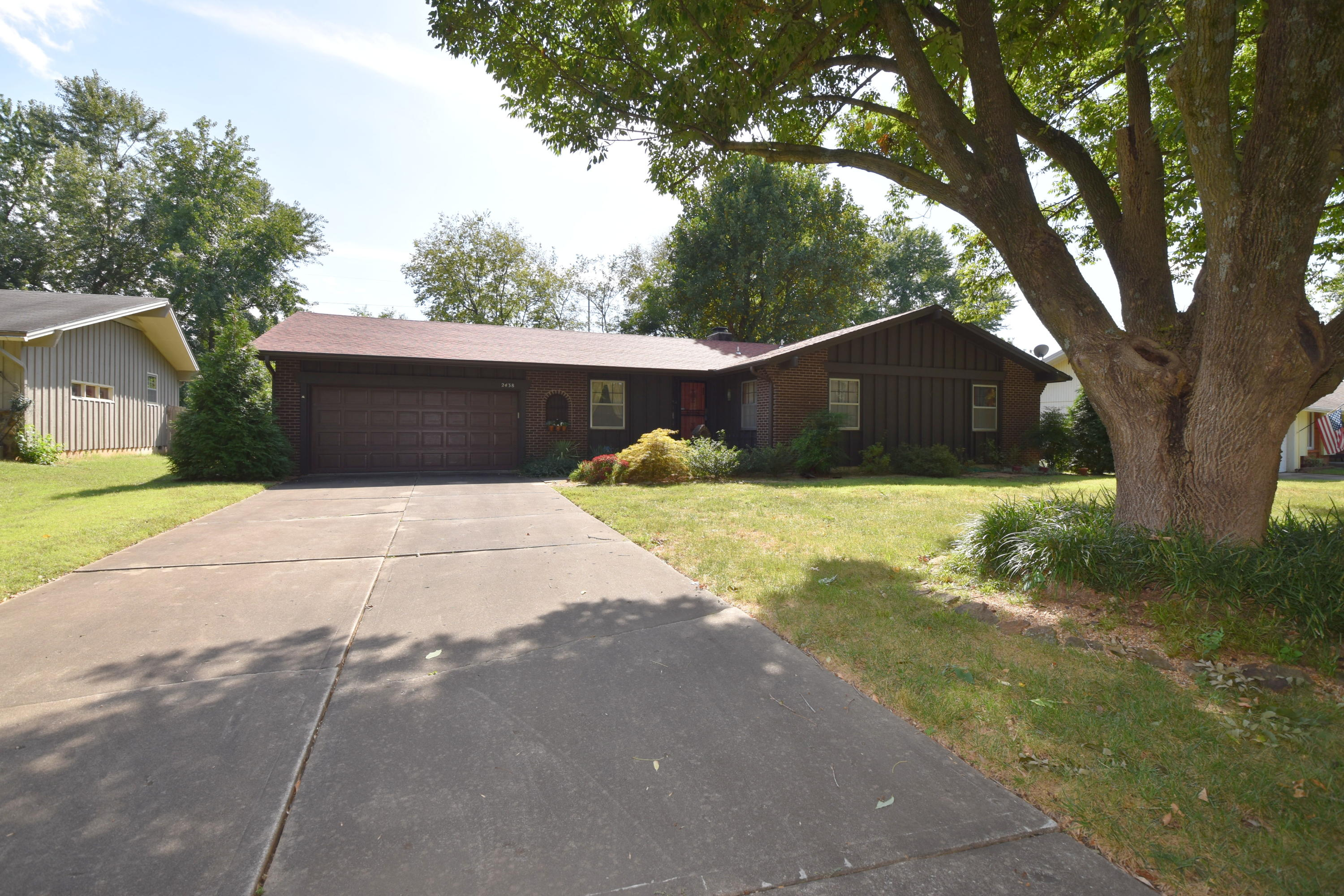 2438 East Cambridge Street Springfield, MO 65804