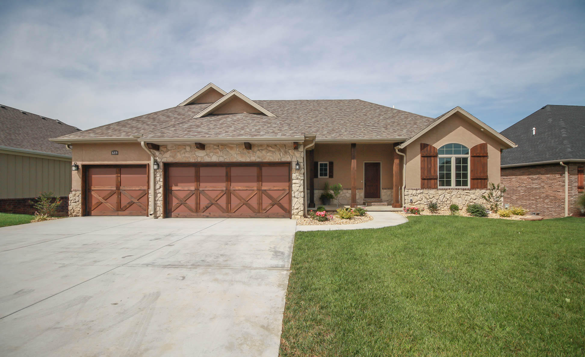 689 North Foxhill Circle Nixa, MO 65714