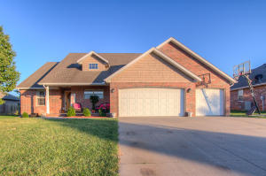 198 Sparrow Lane, Willard, MO 65781