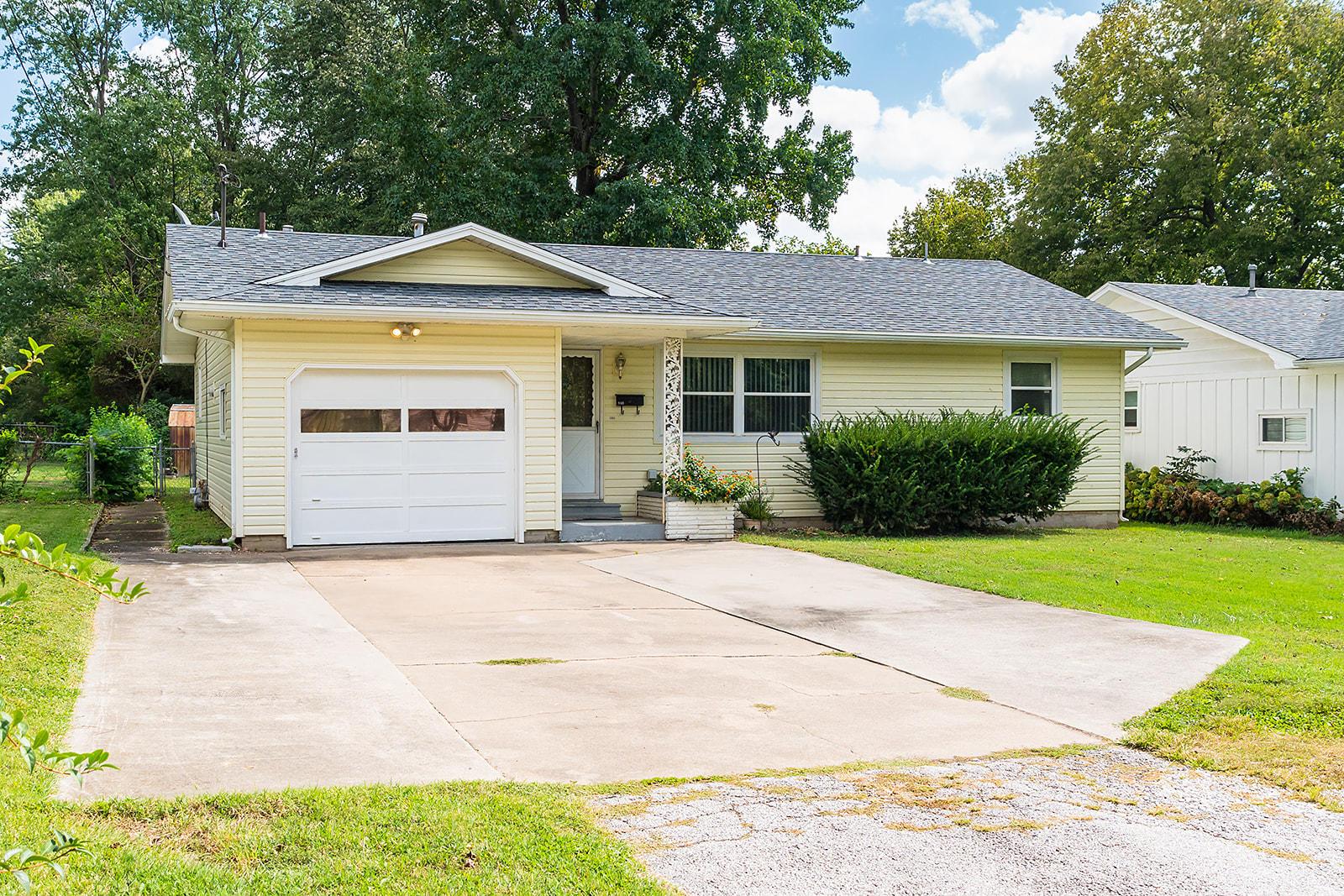 960 South Oak Grove Avenue Springfield, MO 65802