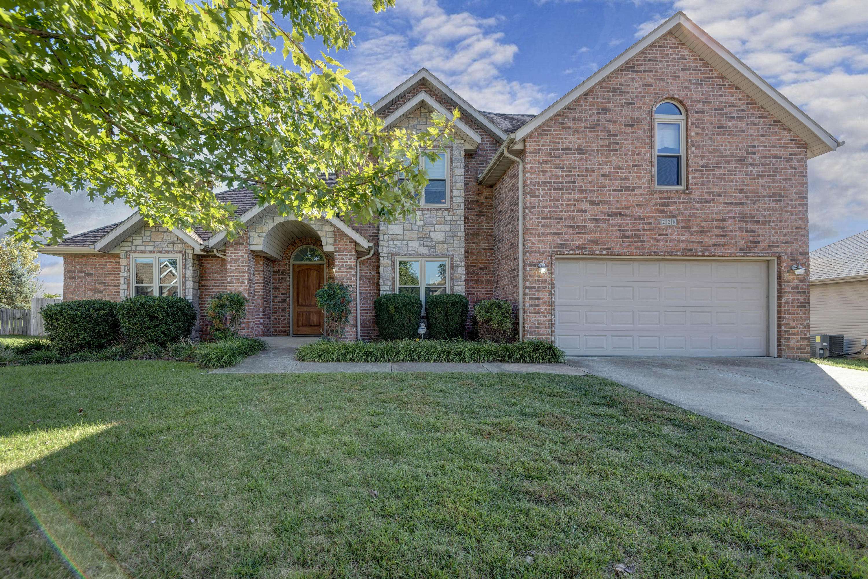 228 Steury Road Springfield, MO 65809