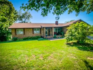 914 West Pleasant Street, Aurora, MO 65605