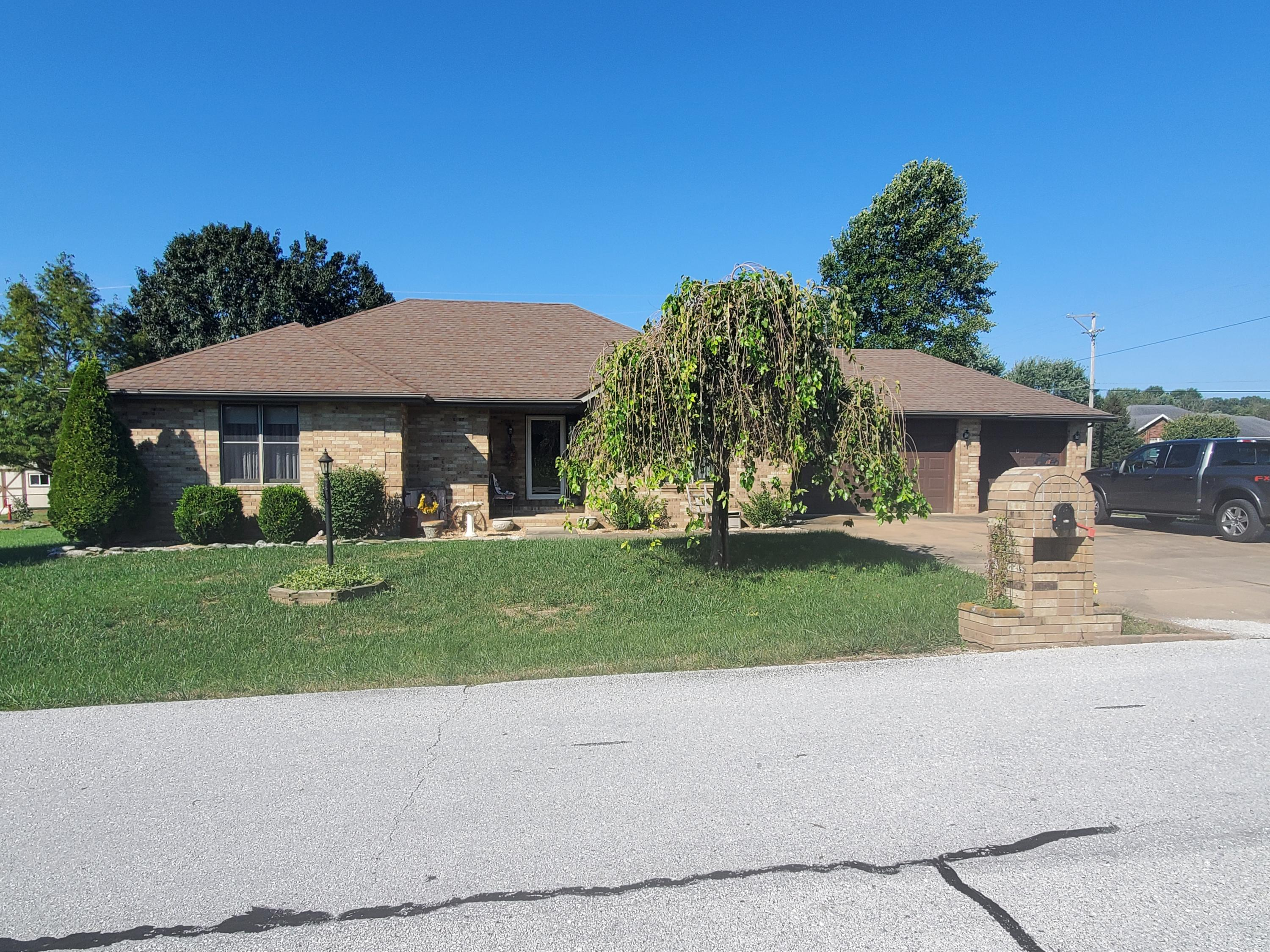 103 South 38th Street Nixa, MO 65714