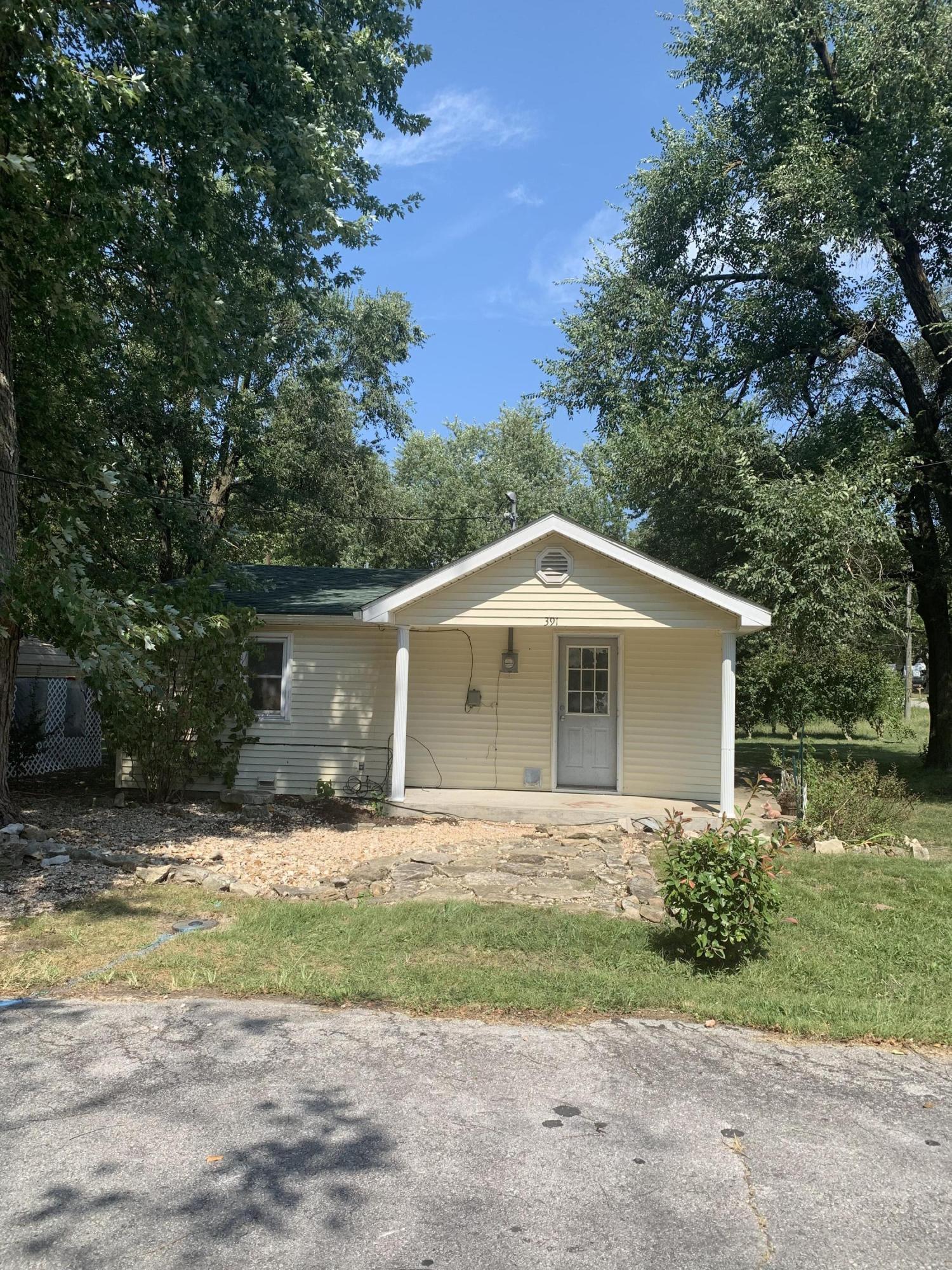 391 Pine Street Sparta, MO 65753