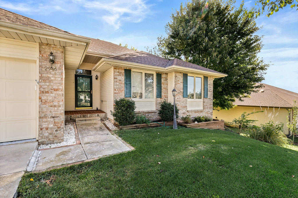 2946 South Jonathan Court Springfield, MO 65807