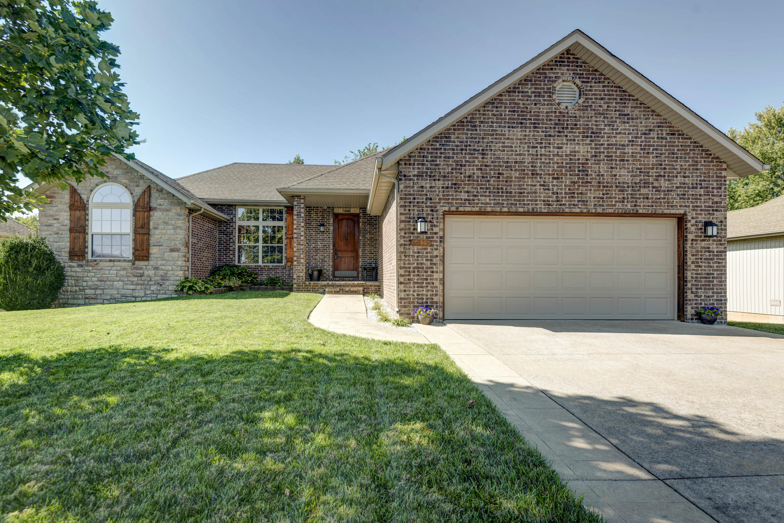 5519 South Cloverdale Lane Battlefield, MO 65619