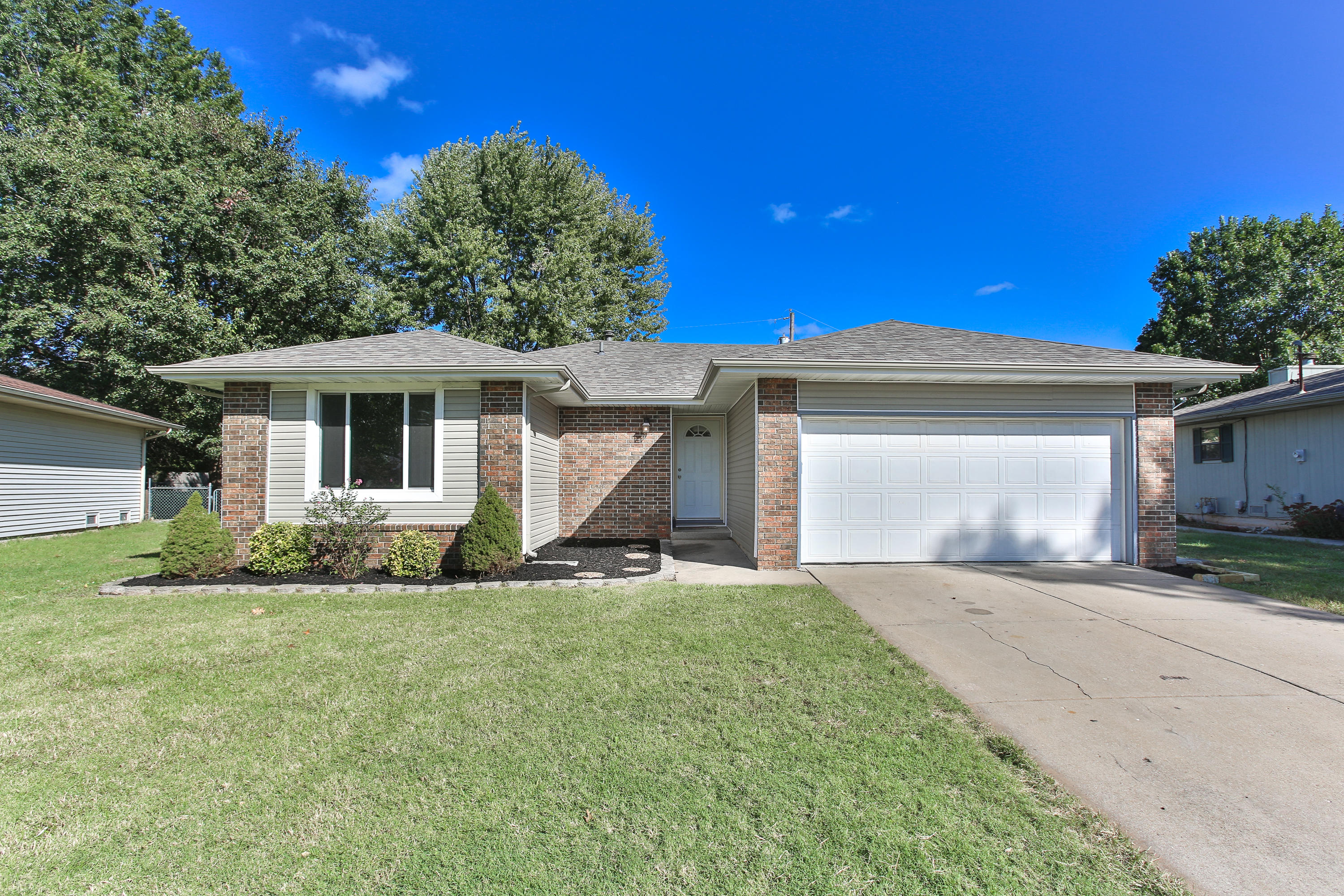 2254 South Westwood Avenue Springfield, MO 65807
