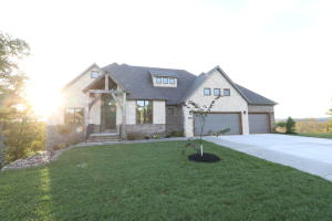 3348 West Bluffview Street, Springfield, MO 65810