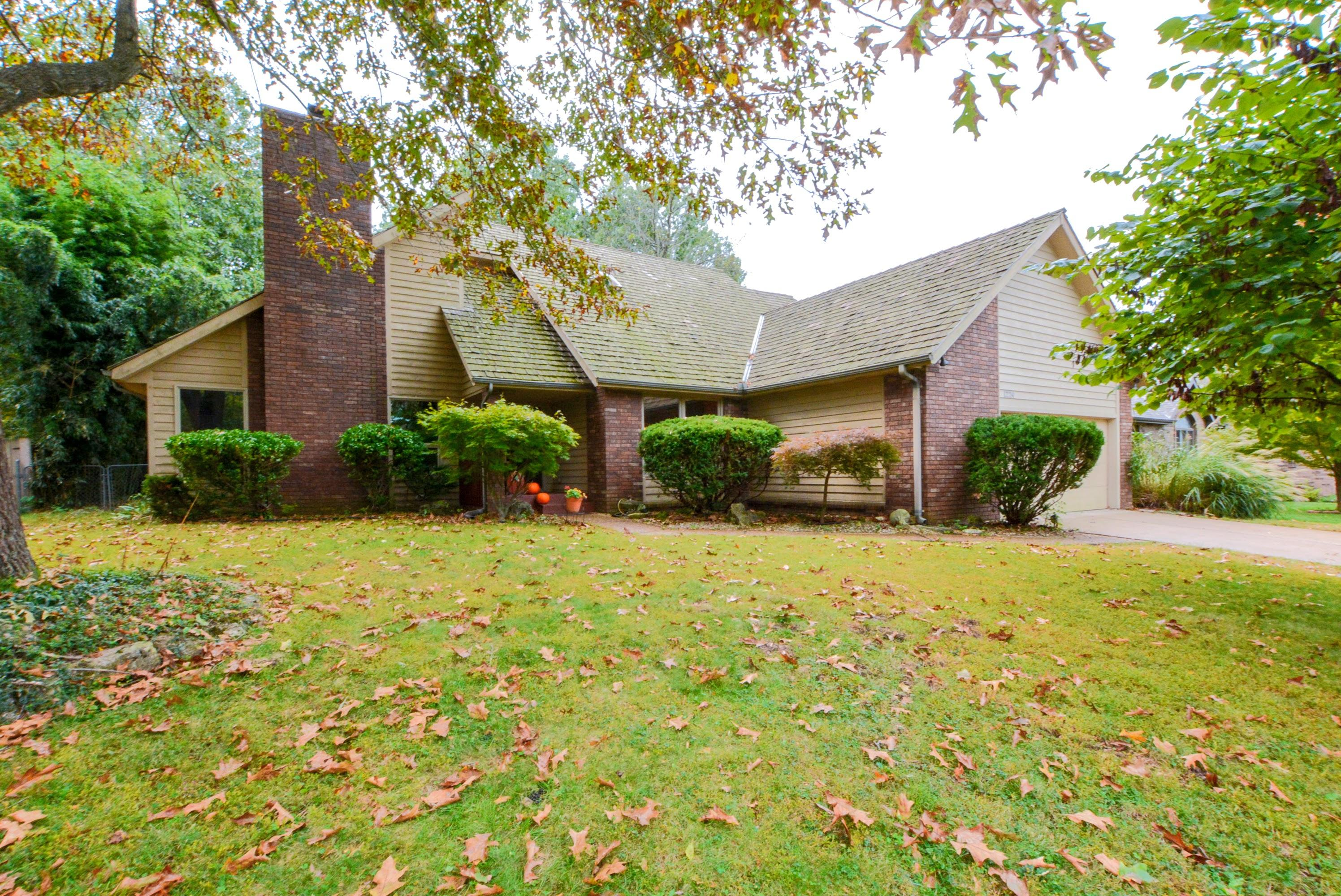 1224 West Burntwood Street Springfield, MO 65803